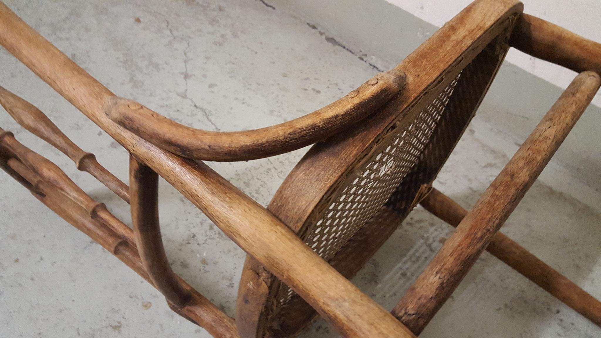 Die Farbe des Stuhls ist sehr schön