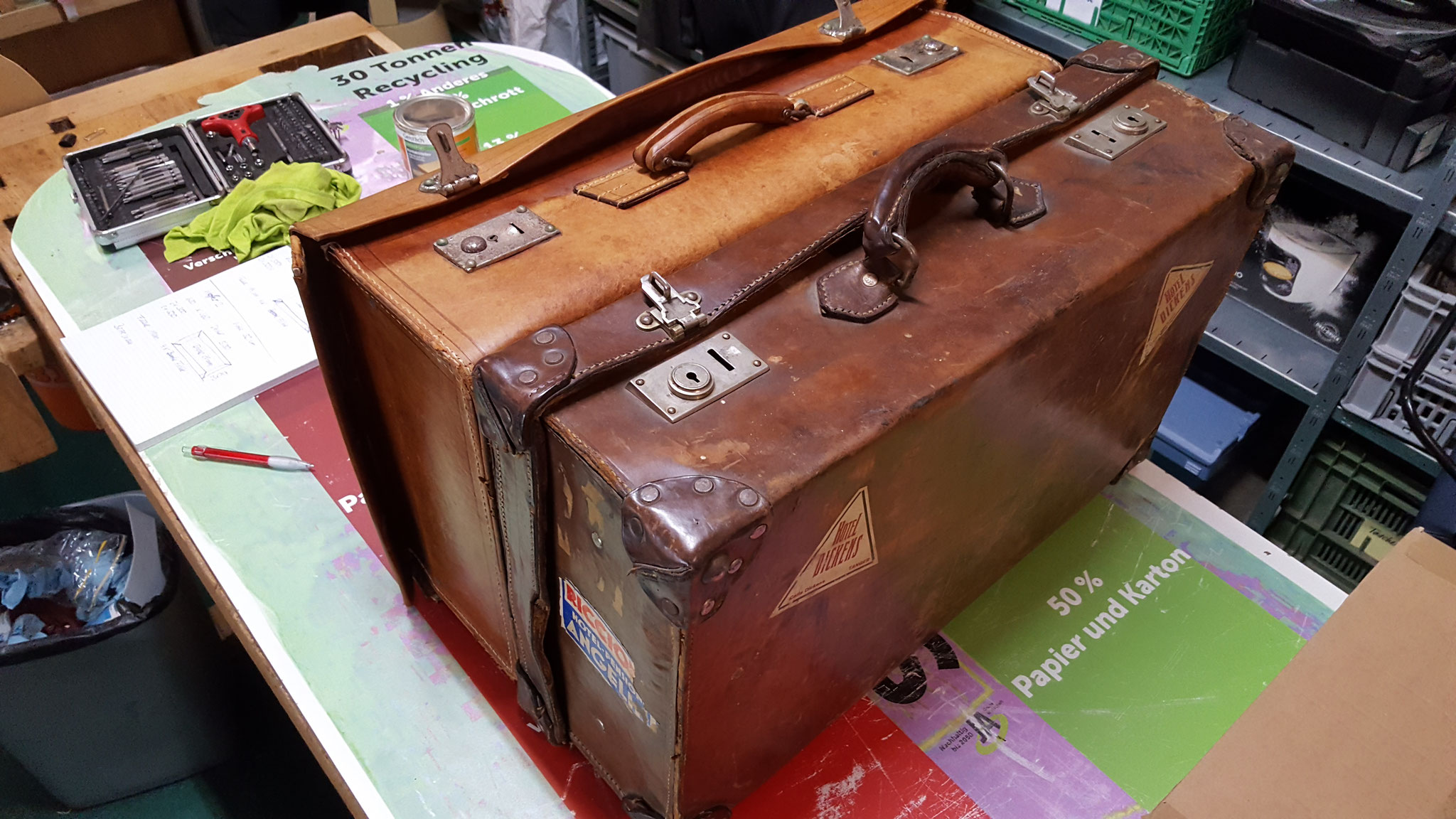 Zwei alte Reisekoffer aus Leder
