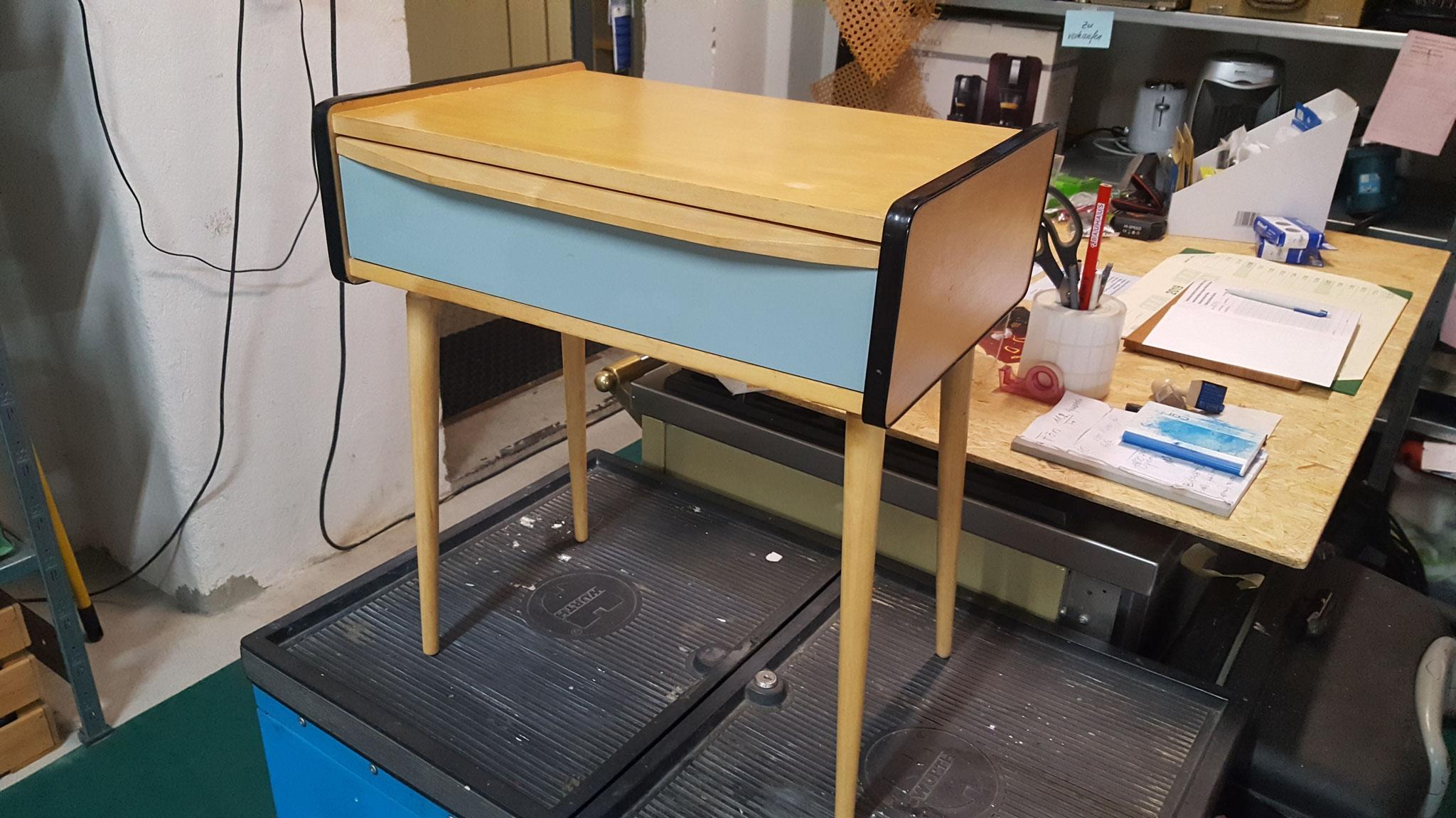 Nachttischchen neu verleimt
