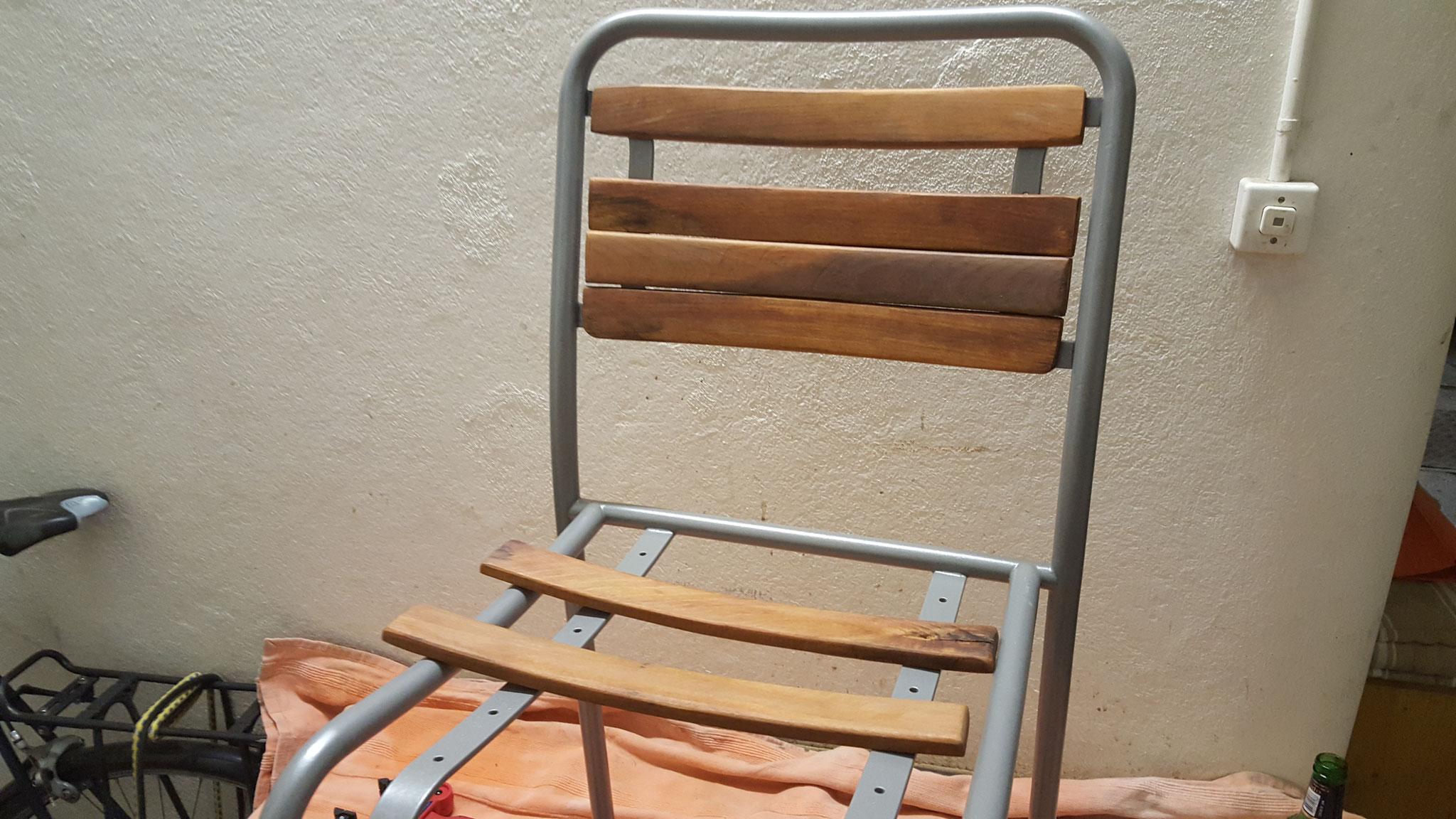 Gartenstuhl: Brettchen abgelaugt und neu behandelt