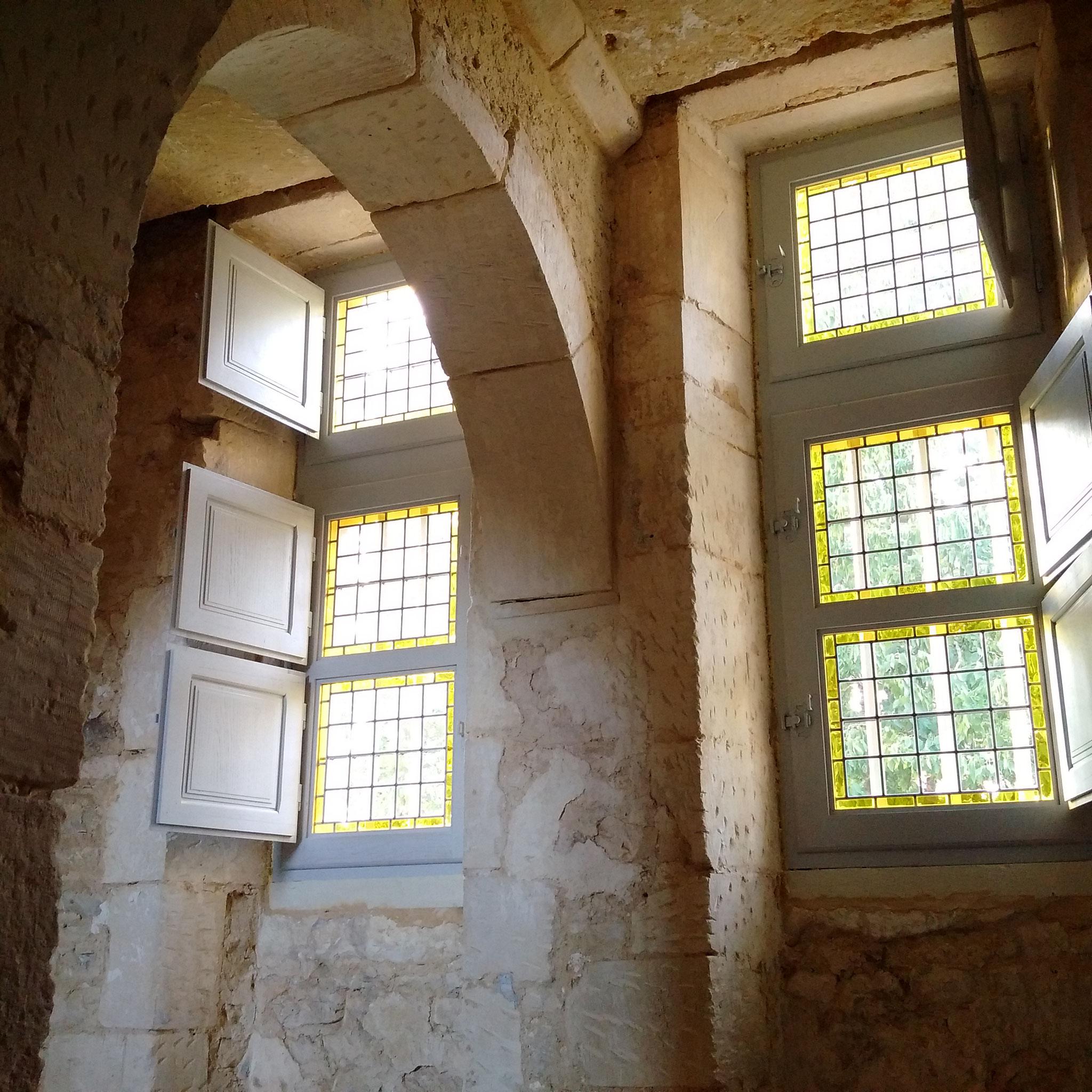 Fenêtres XVI ème dans un château privé en Normandie