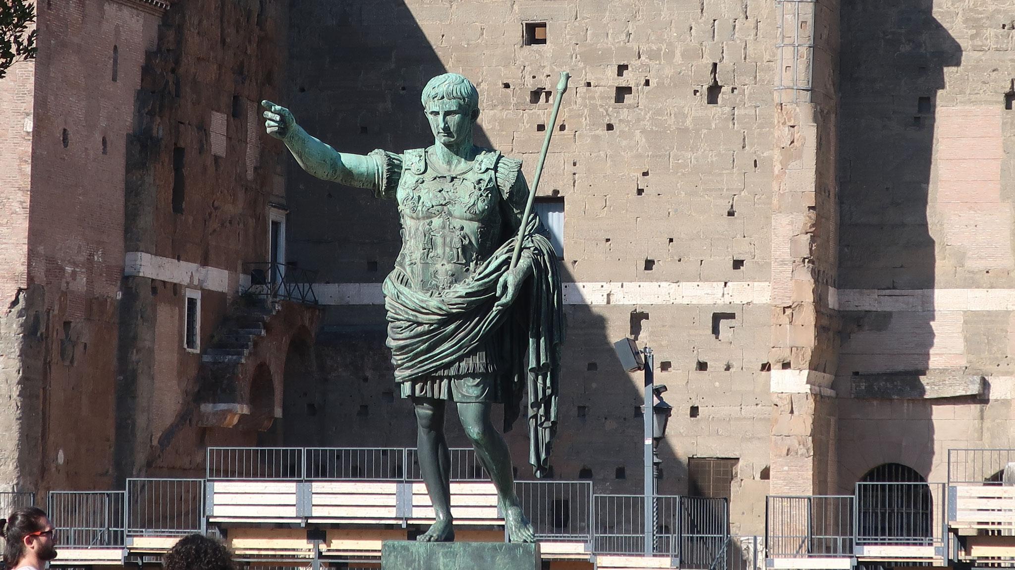アウグストゥス帝。紀元1世紀、ローマ帝国の初代皇帝。養父シーザーの後を継いで帝政を創始、パクス・ロマーナ(ローマの平和)を実現しました。