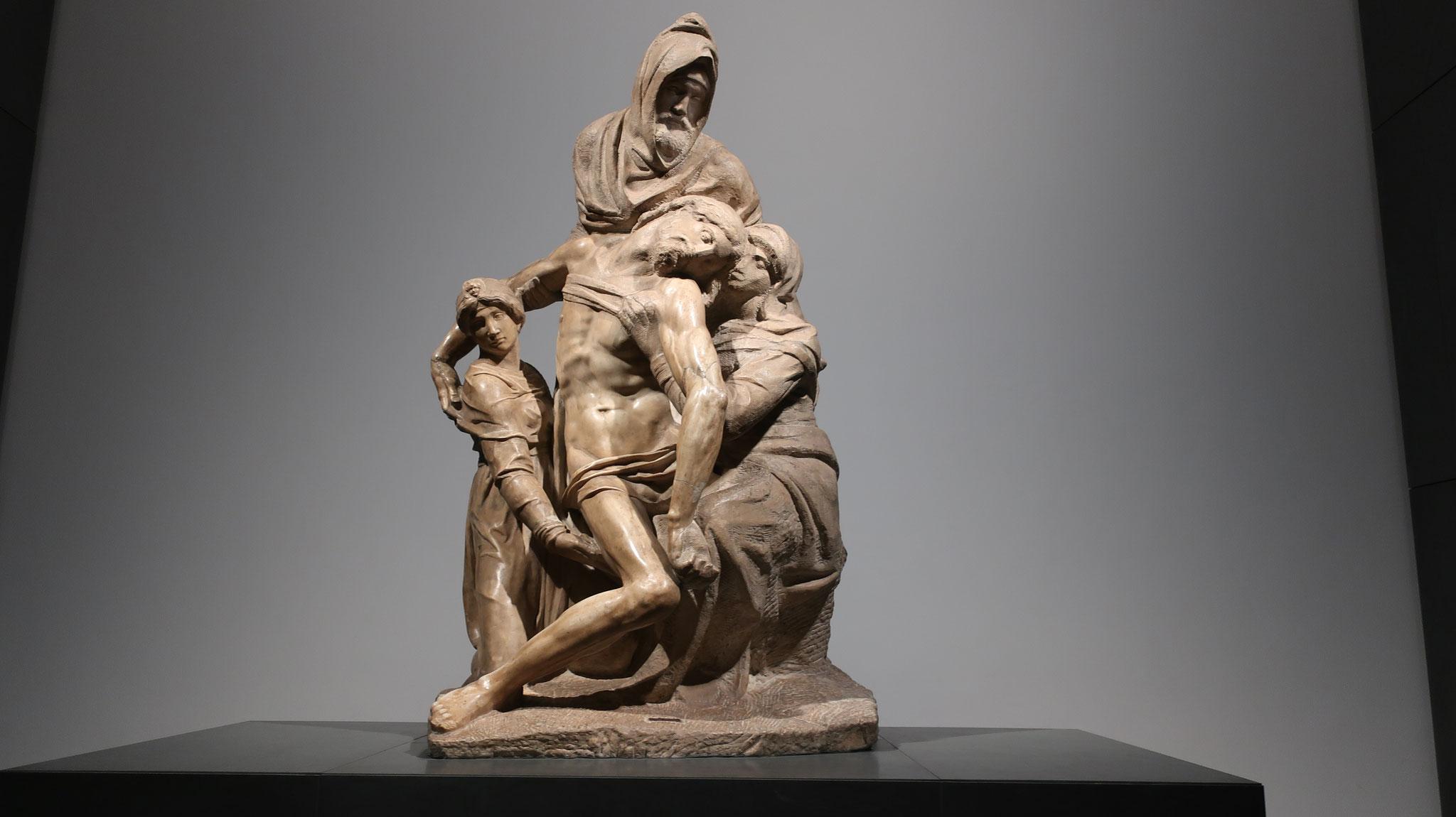 未完の「ピエタ」、16世紀。80歳のミケランジェロは自分の墓碑にするため制作し始めましたが、途中で止めてしまいました。