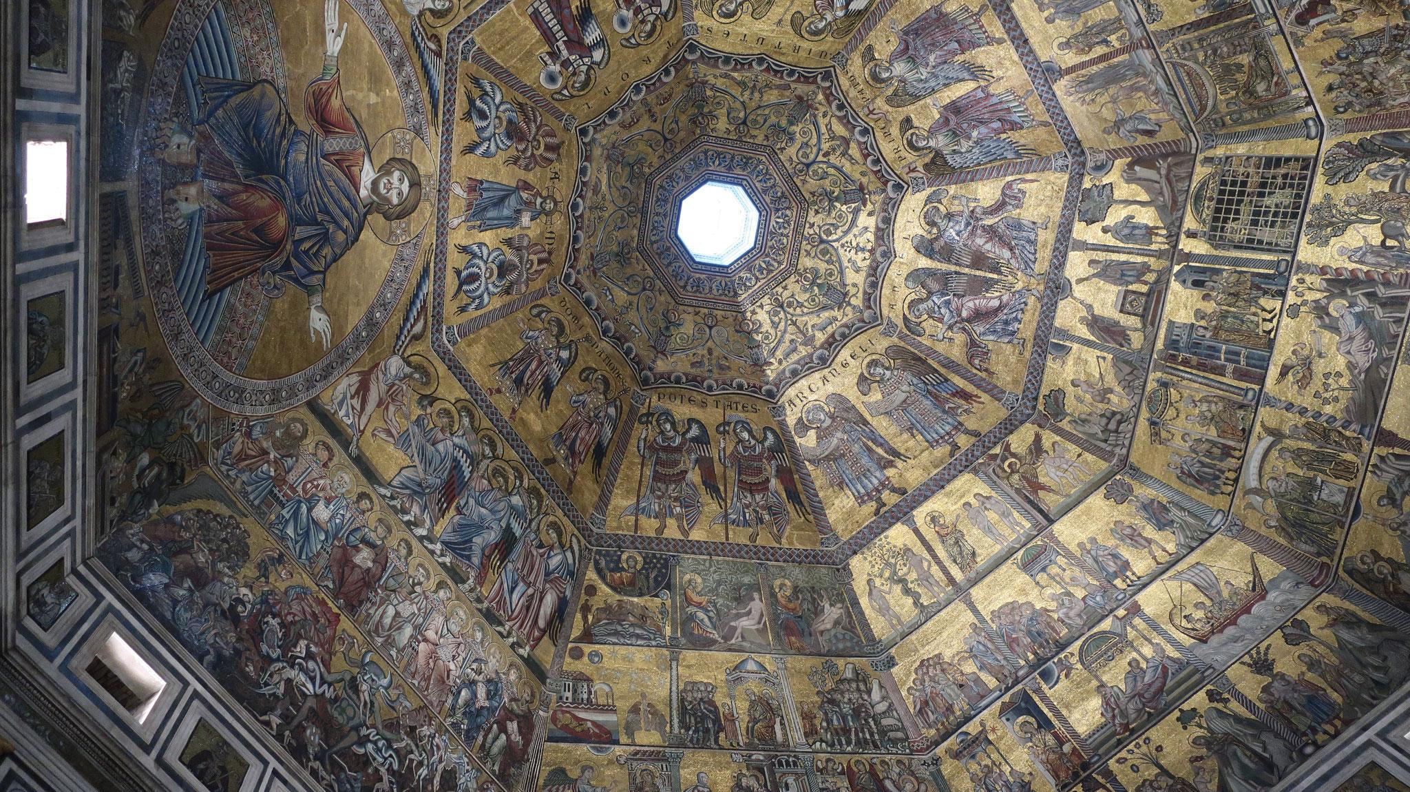 サン・ジョヴァンニ洗礼堂の8角形の天井。
