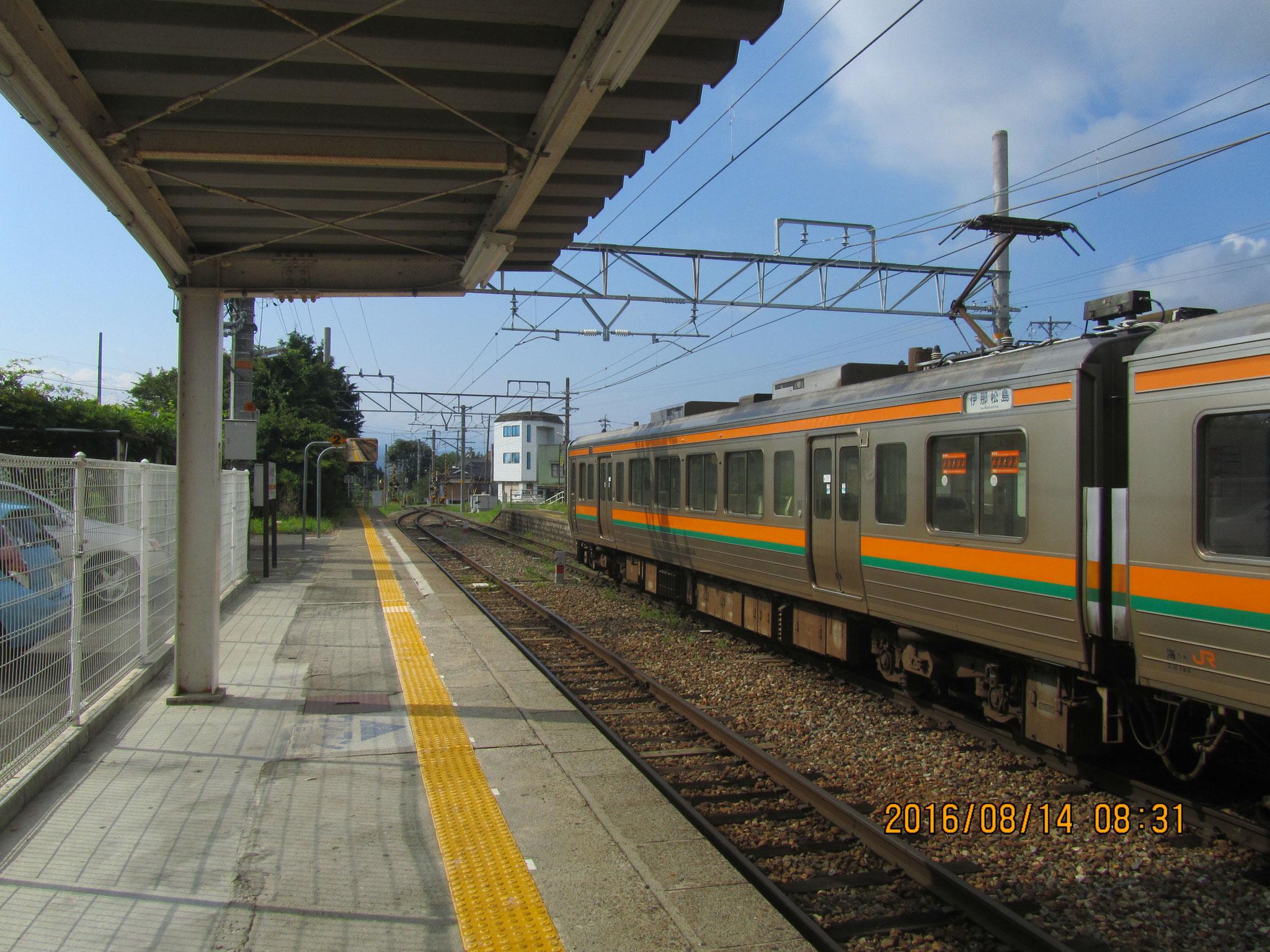 JR飯田線は単線です。1時間に1本くらいしか走っていません。