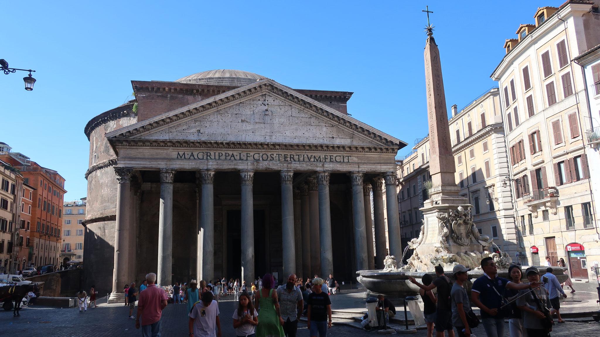火災で消失しましたが、2世紀にハドリアヌス帝が再建しました。