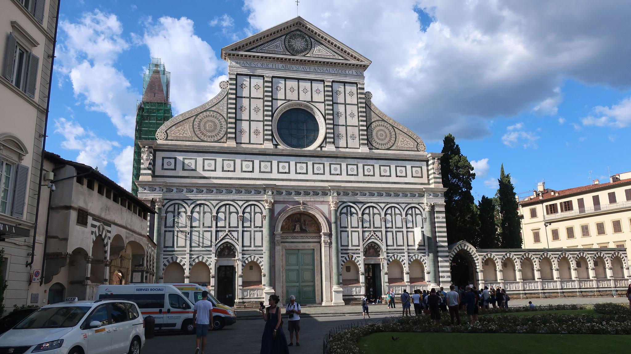 サンタ・マリア・ノヴェッラ教会。L.バッティスタ・アルベルティが15世紀に設計しました。