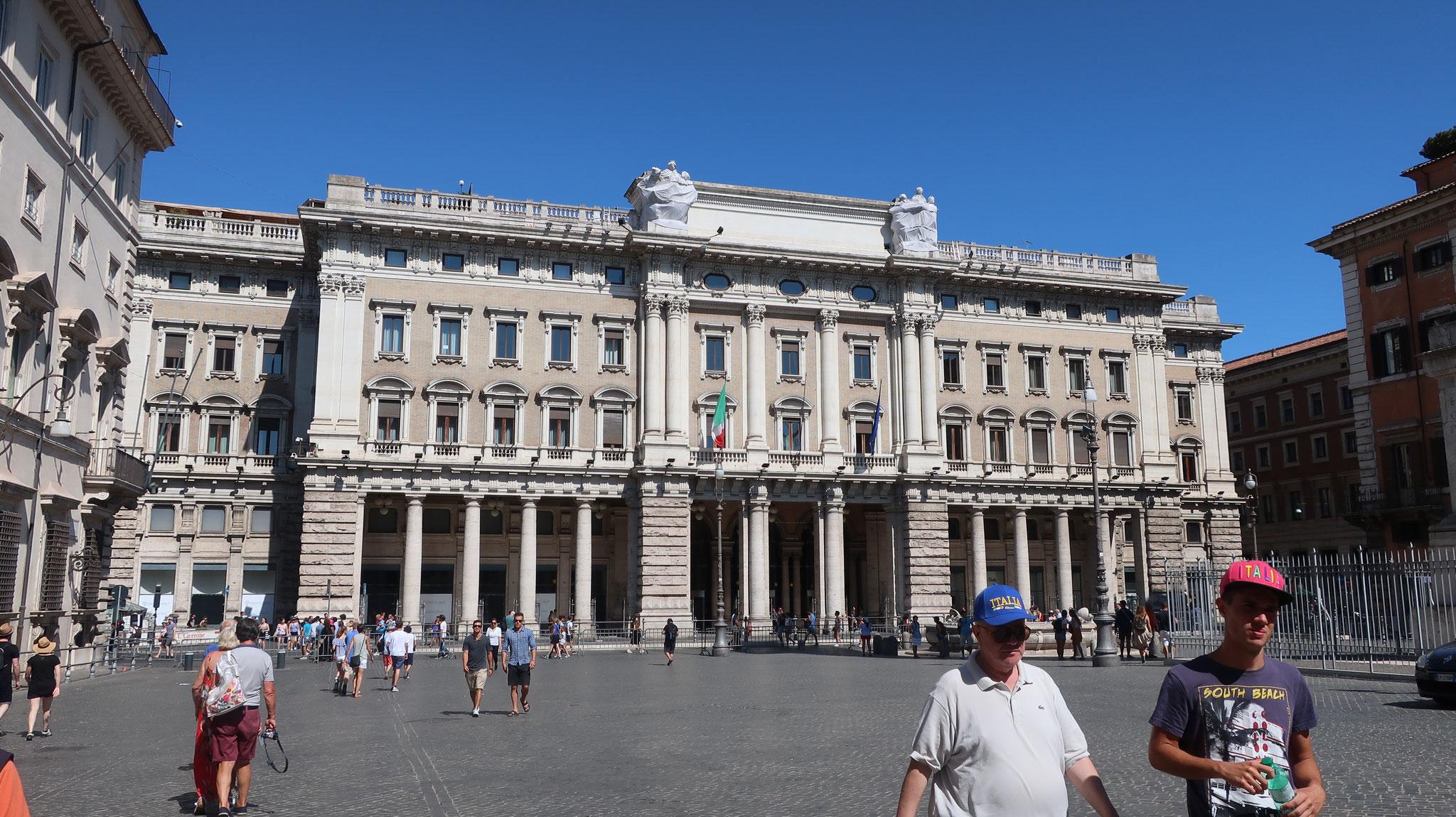 バルベリーニ宮殿とバルベリーニ広場