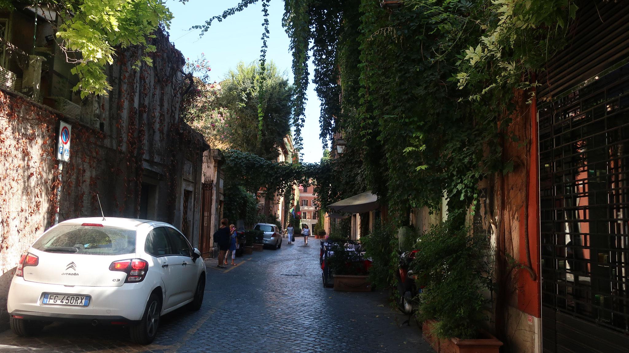 マルグッタ通り。ここをオードリー・ヘップバーンが歩きました。