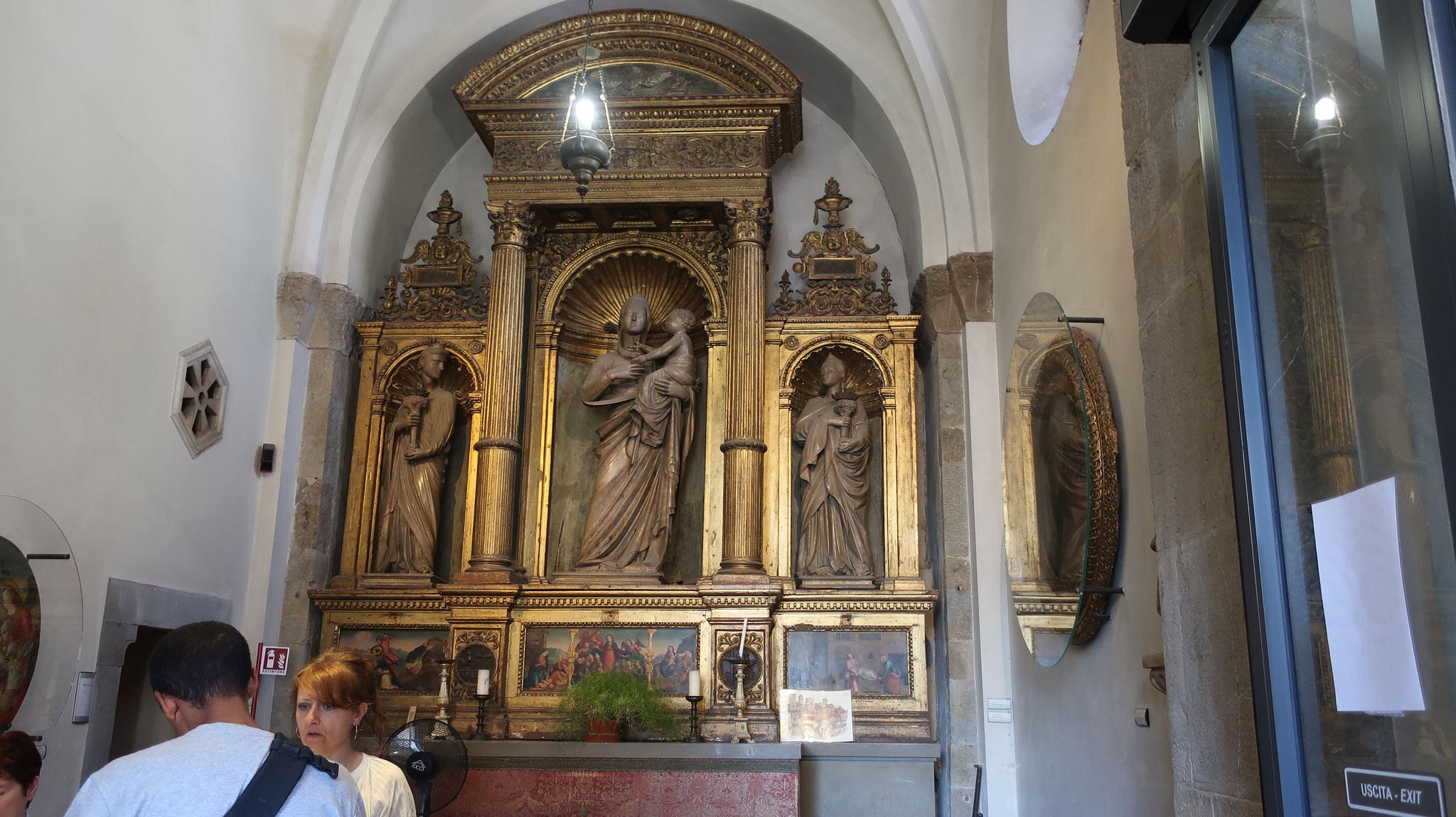 ビガッロの祭壇。アルベルト・アモルディ「聖母子」。
