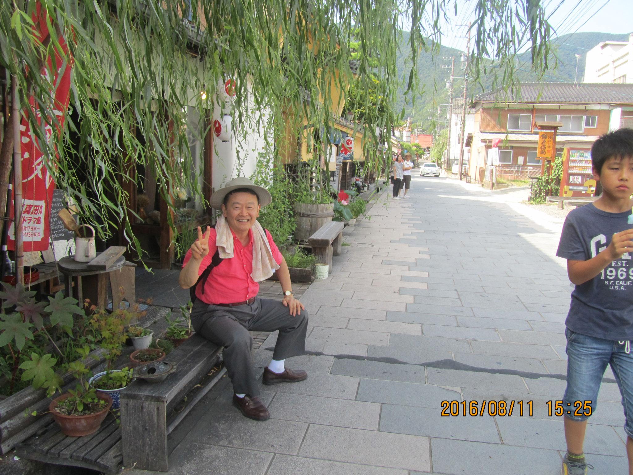 柳町(やなぎまち)。真田昌幸による上田城築城の際に整備された城下町です。江戸時代になると北国(ほっこく)街道の宿場町として栄えました。