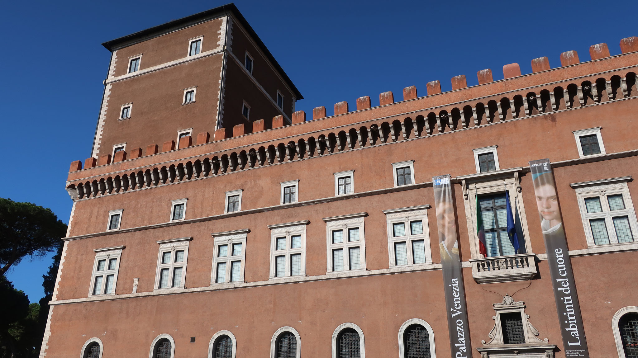 ヴェネツィア宮殿。ムッソリーニがファシスト政権の迎賓館として使いました。