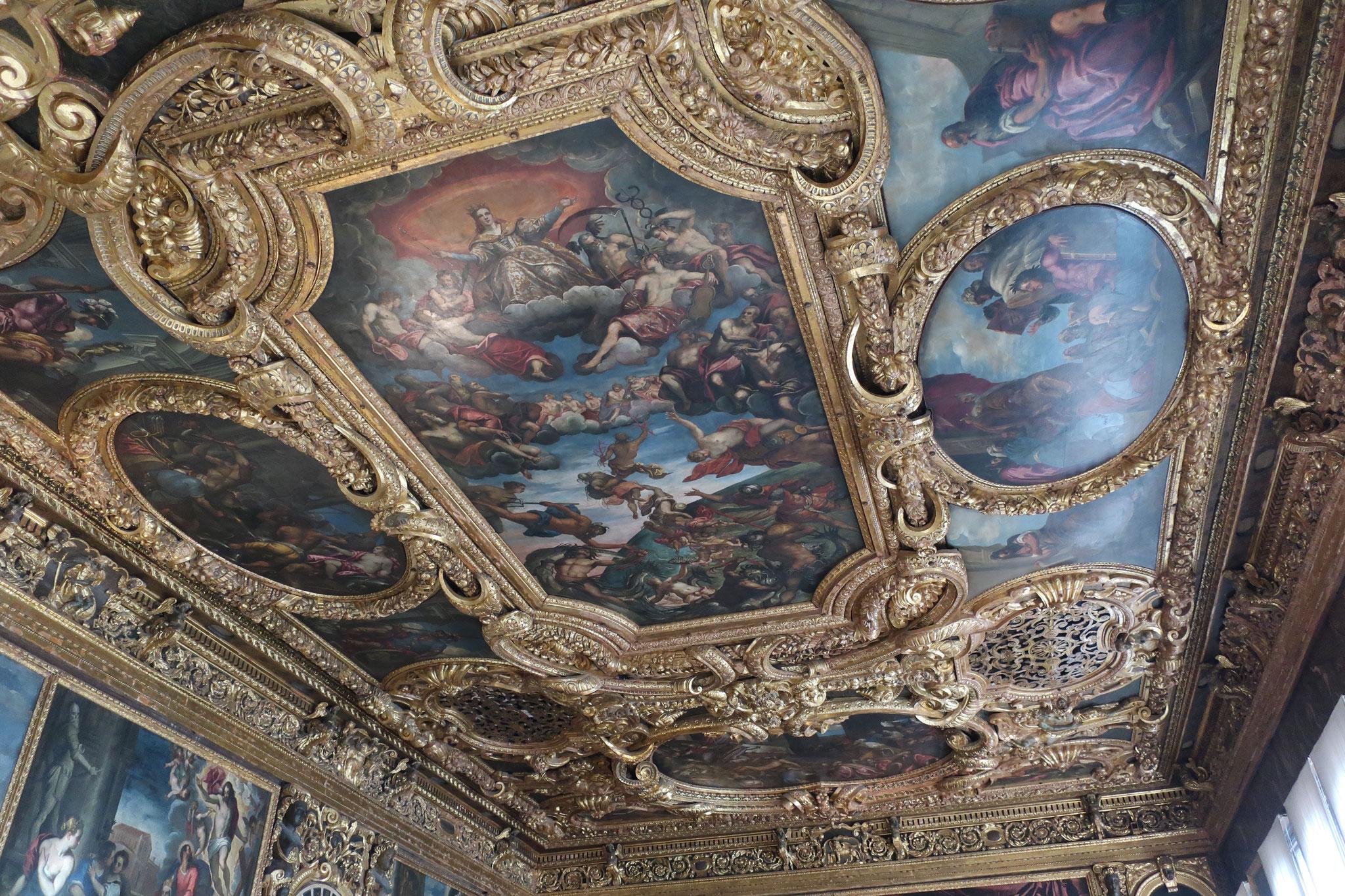 「元老院の間」の天井に描かれた「ヴェネチア称揚」。ティントレット 作。