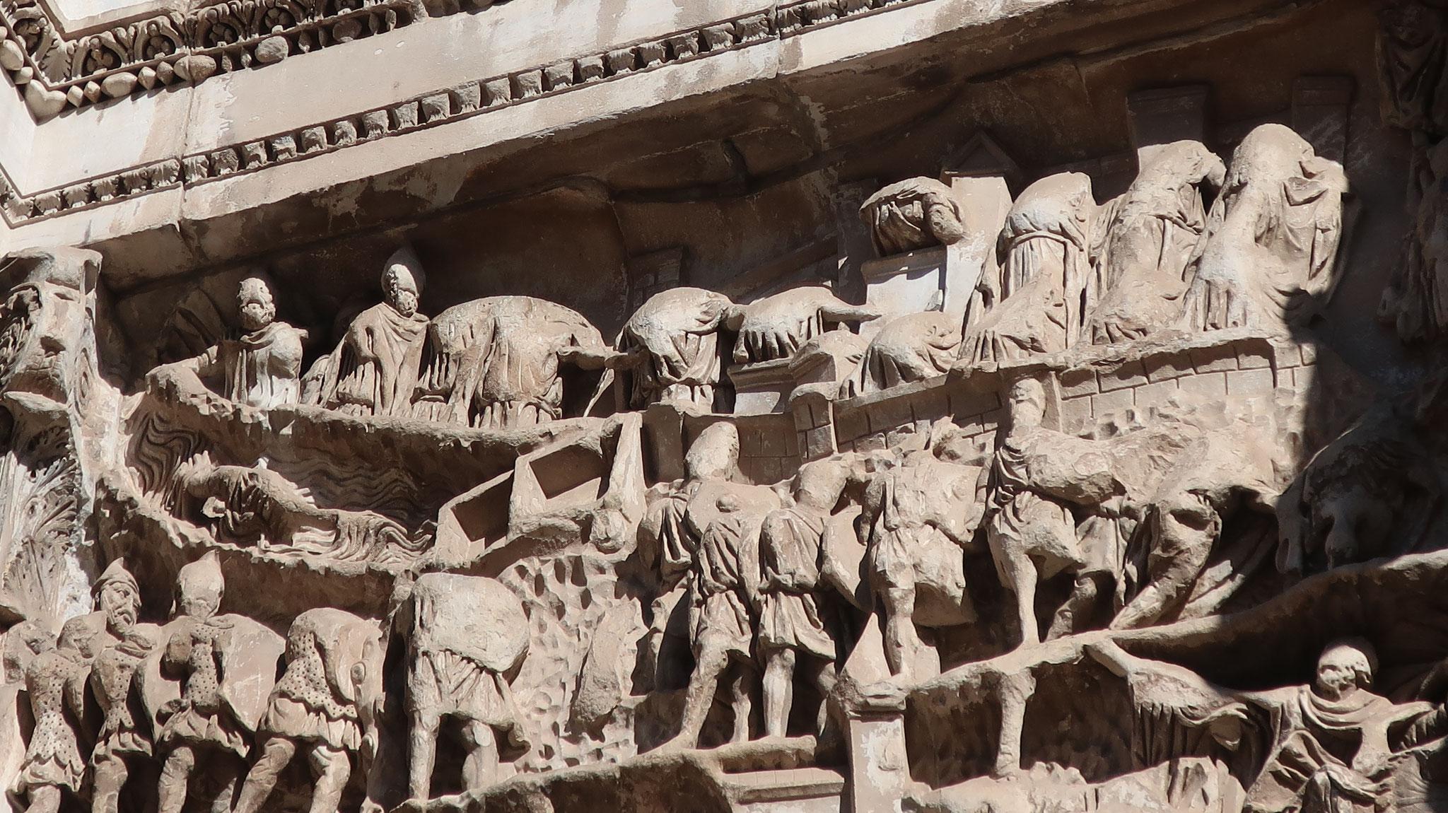 パルティアとの戦いを描いた浮彫は見事です。