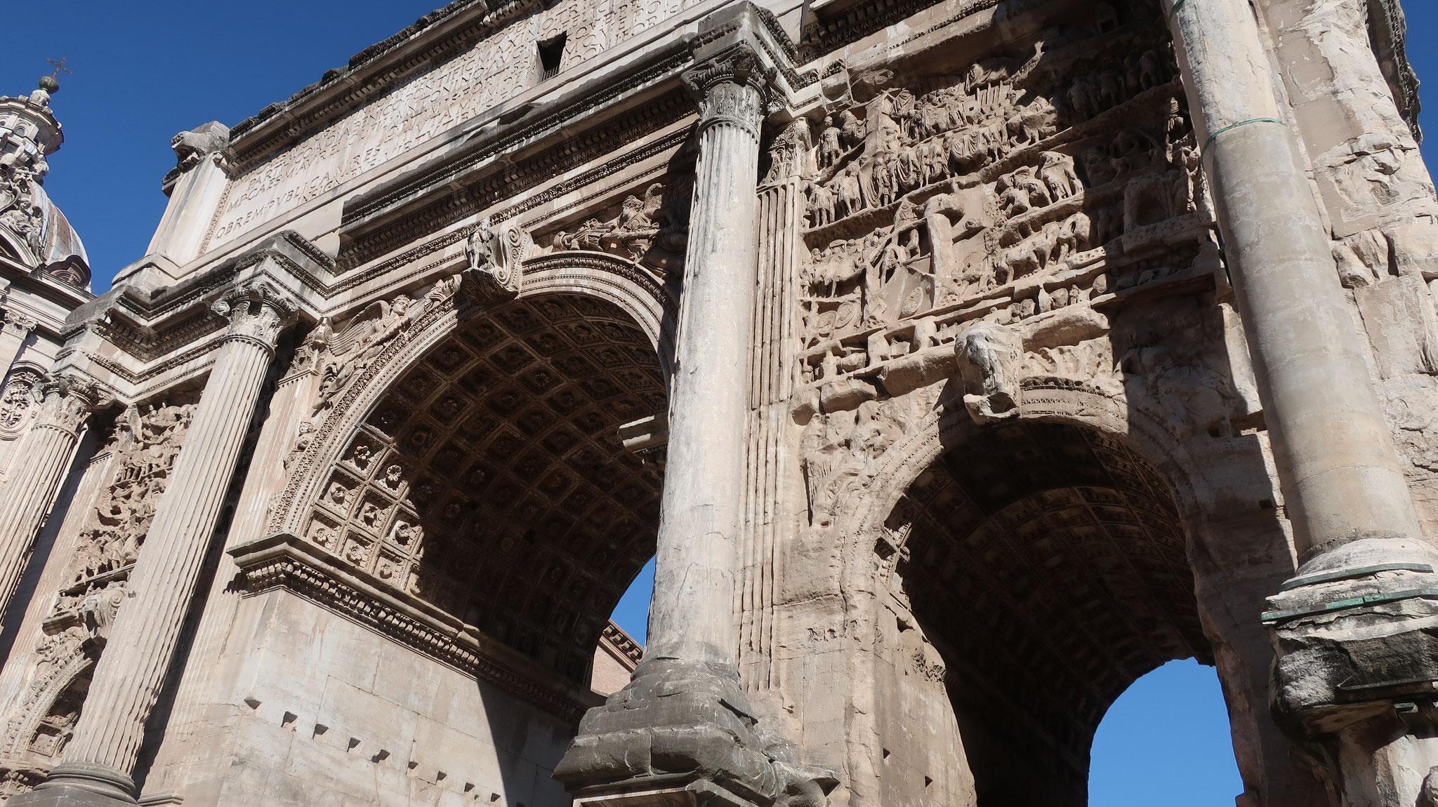 3世紀、パルティアとの戦いに勝ったセヴェルス帝を記念した凱旋門。