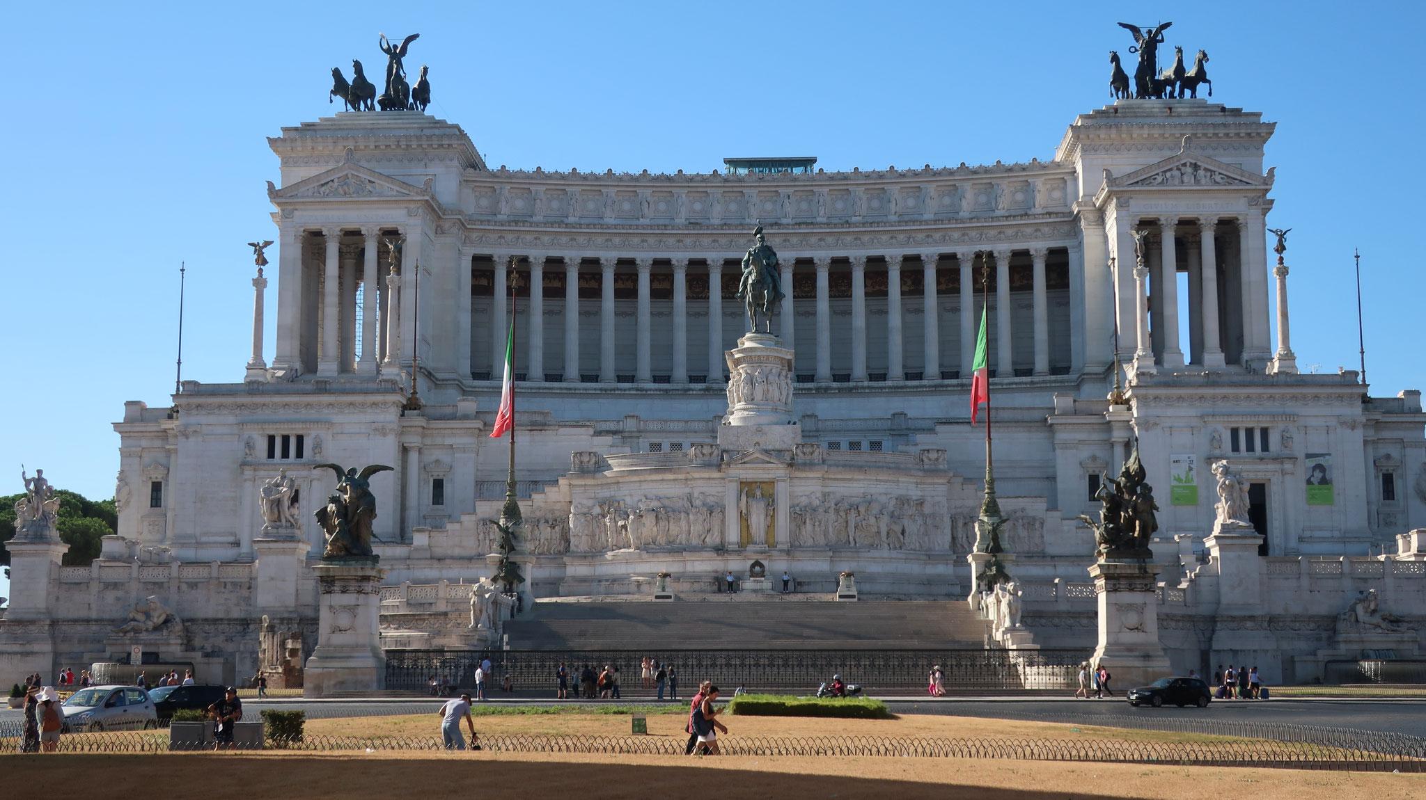 ヴェネツィア広場とヴィットリオ・エマヌエーレ2世記念堂