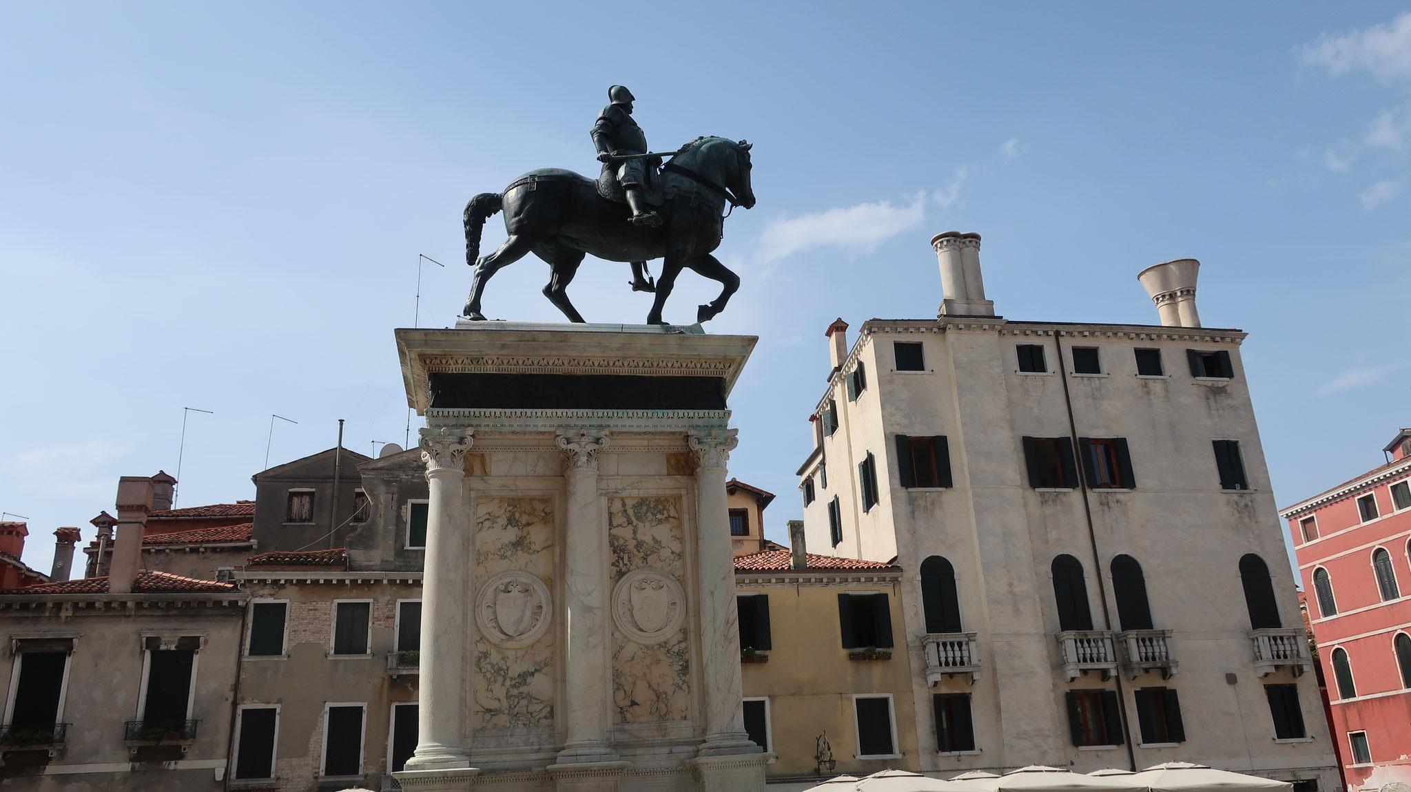 コッレオ一二騎馬像。サンティ・ジョヴァンニ・エ・パオロ広場に立つ、ルネッサンス騎馬像の代表作。 ヴェロッキオ作。