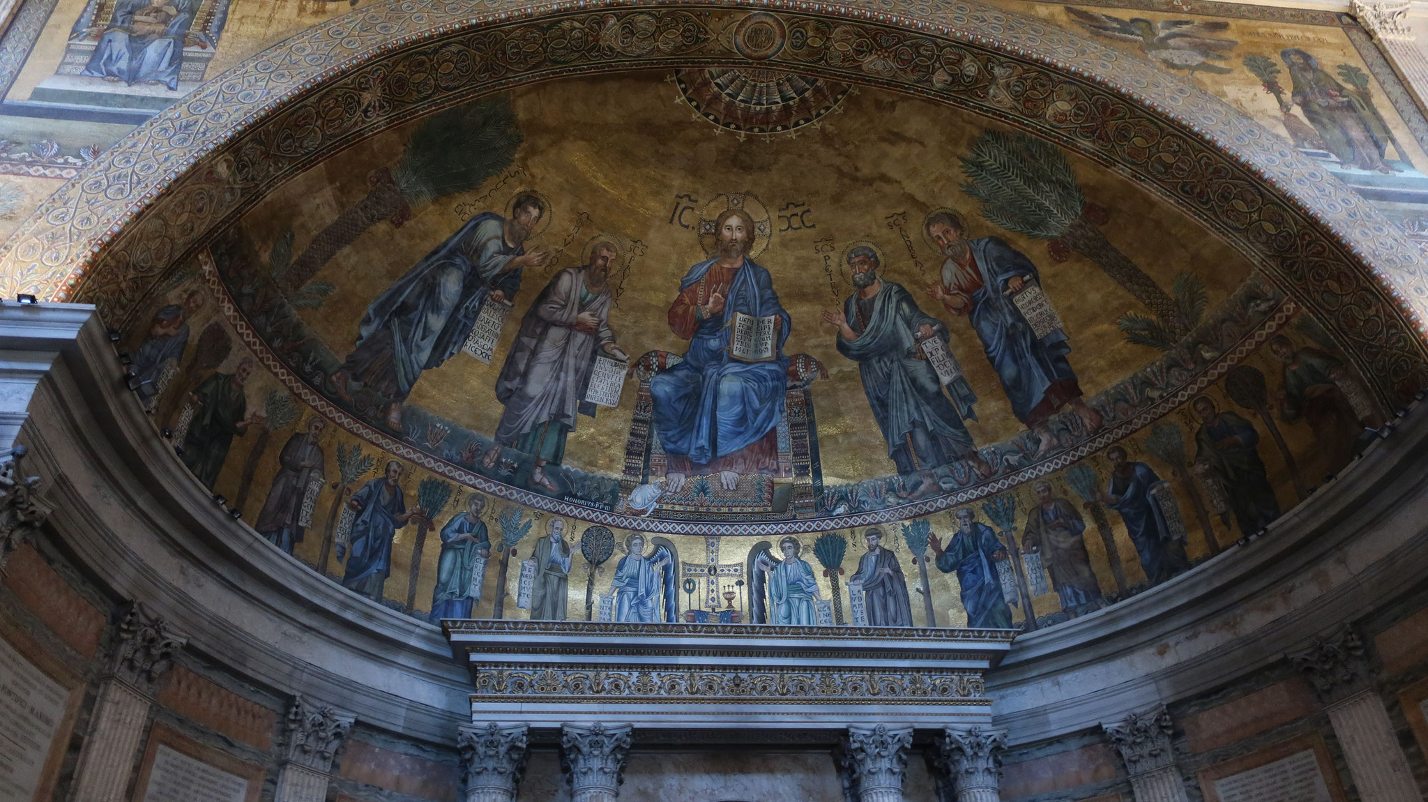 ヴェネツィア派のモザイクで飾られた後陣の天井