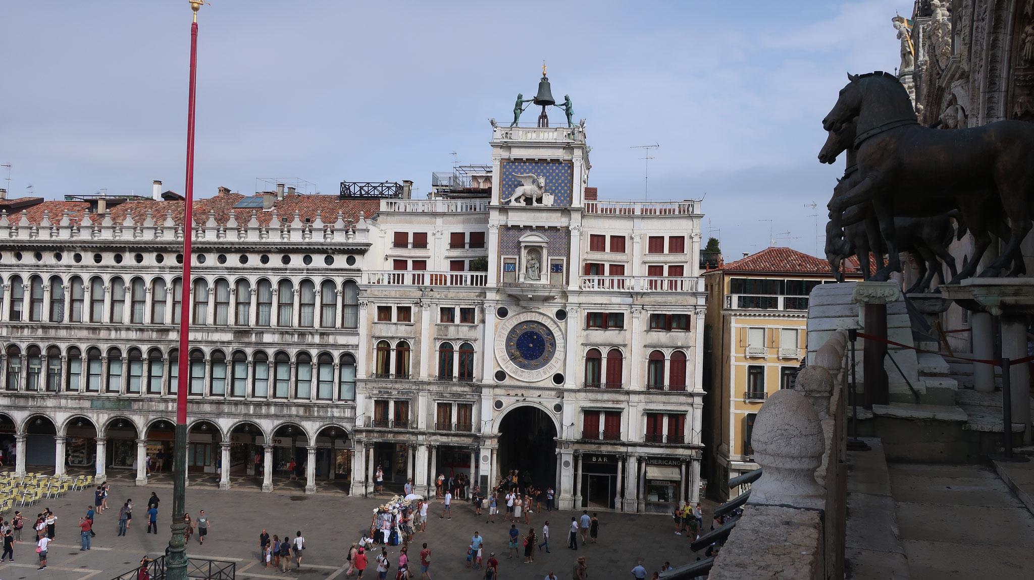 サン・マルコ広場に面する時計塔