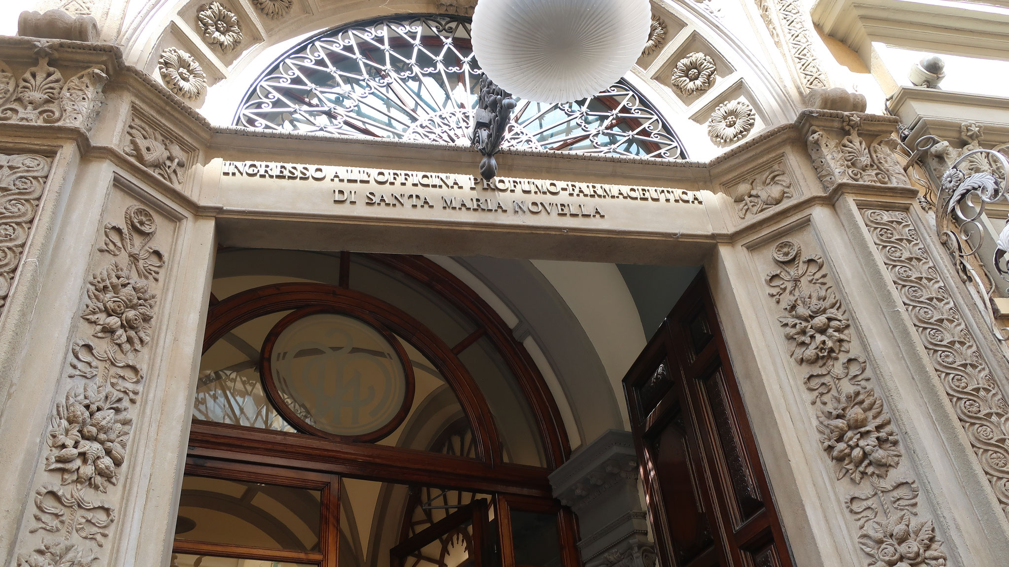 サンタ・マリア・ノヴェッラ教会が経営する 世界最古の薬局です。