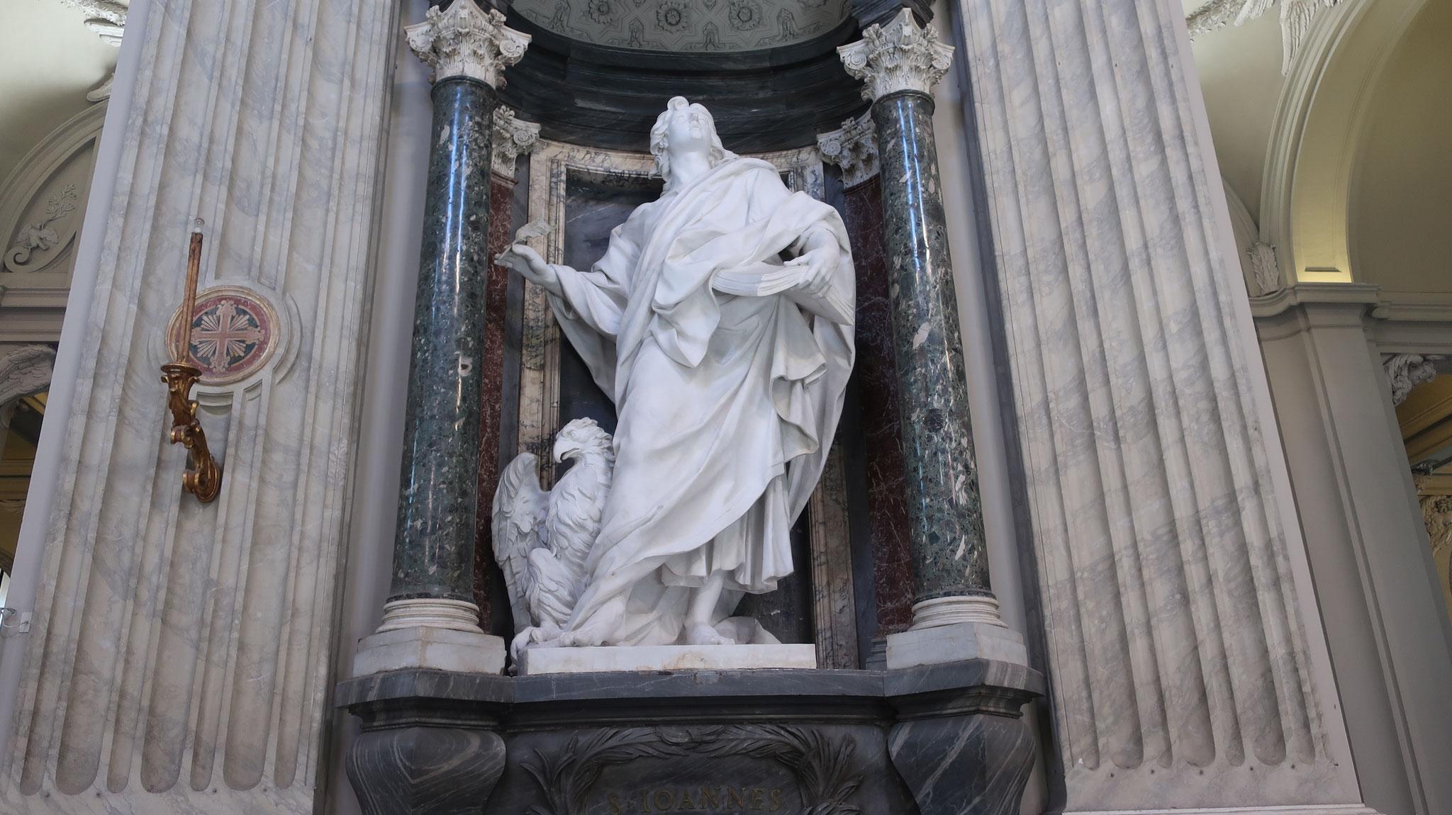 使徒ヨハネ。洗礼者ヨハネと区別するために、こう呼びます。鷲は彼のシンボルです。