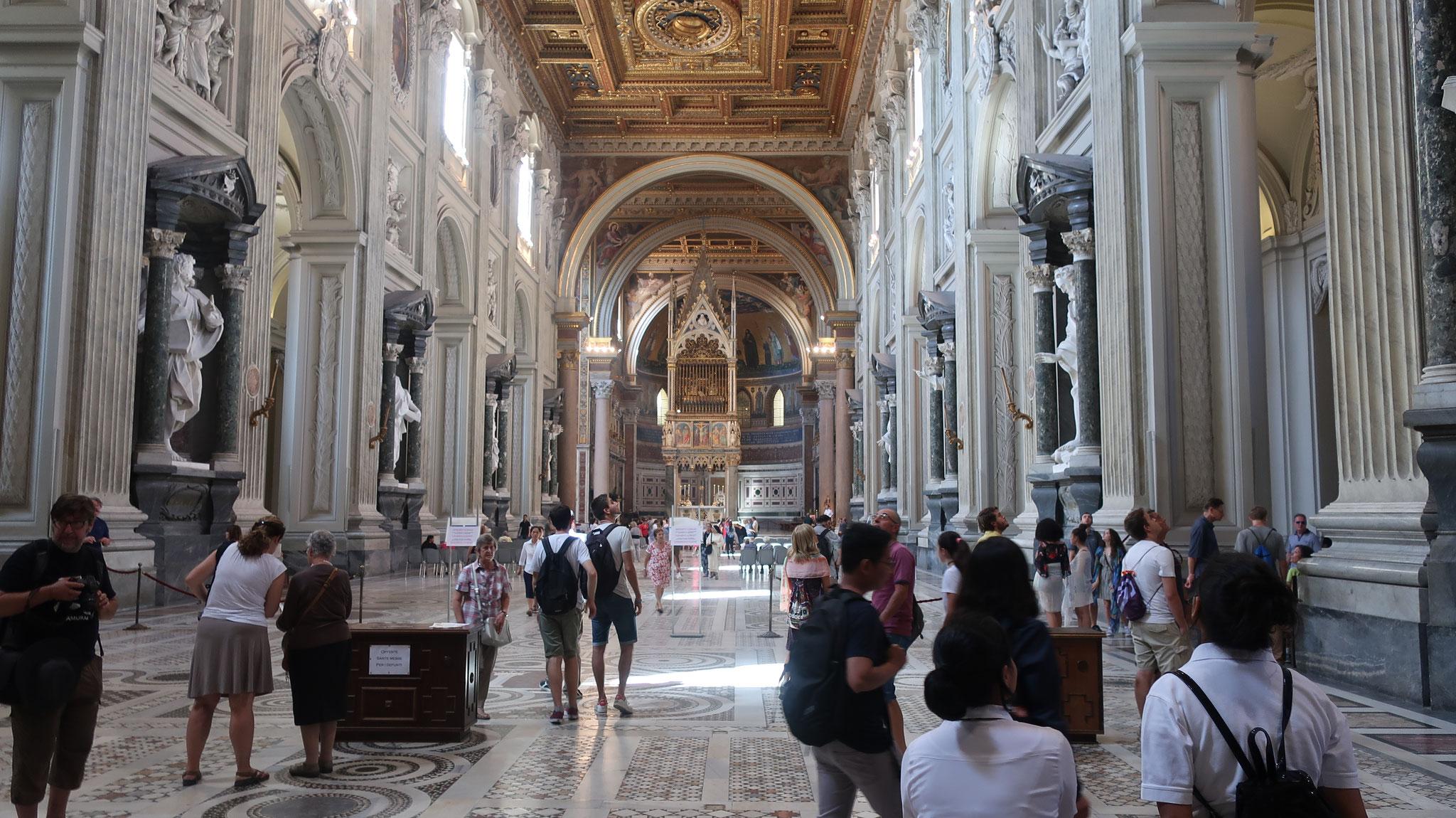 17世紀、イノケンティゥス10世が、バロックの代表的建築家フランチェスコ・ボッロミーニに命じて大修復を行いました。