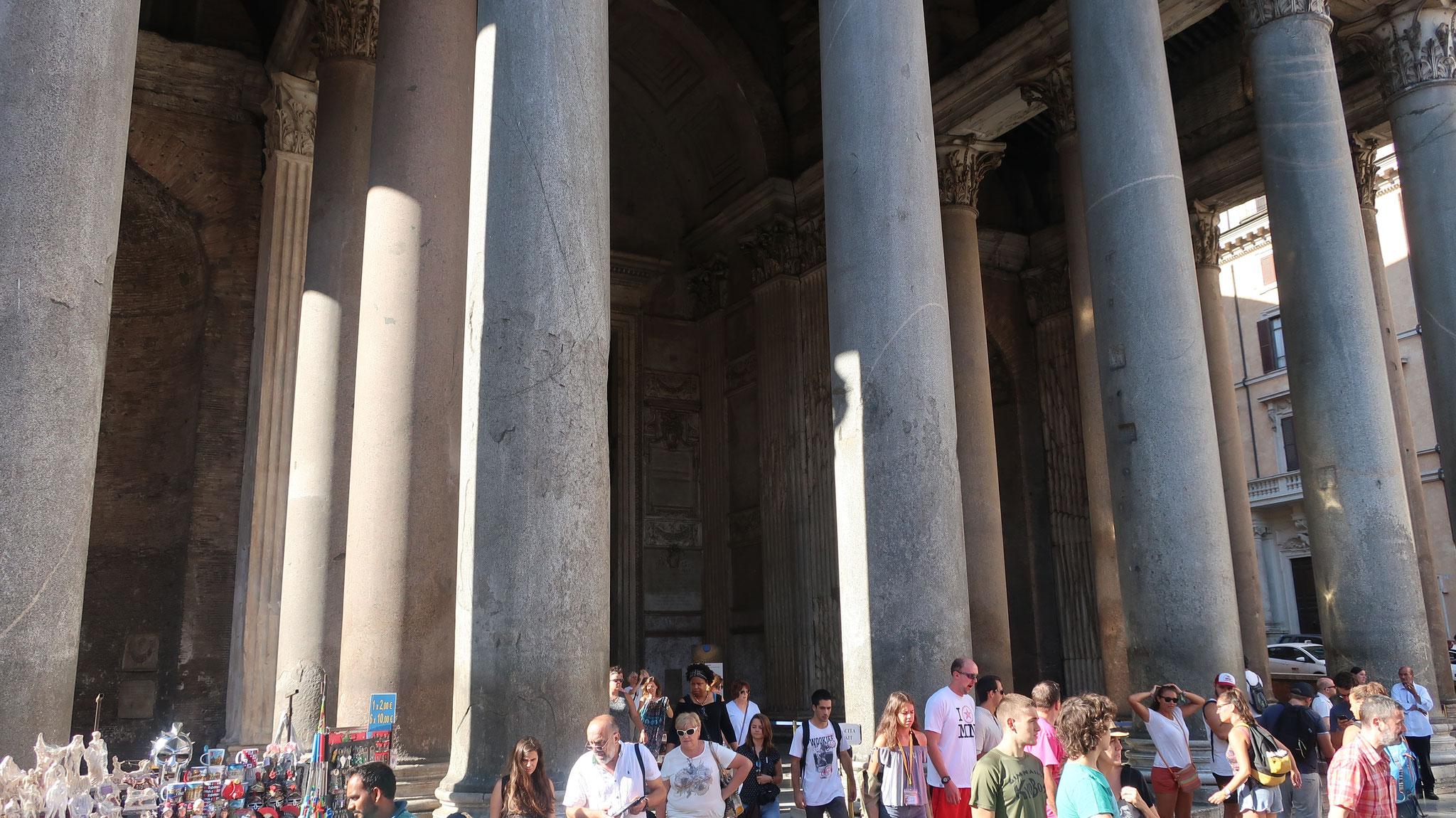 古代ギリシアコリント式の花崗岩の円柱16本