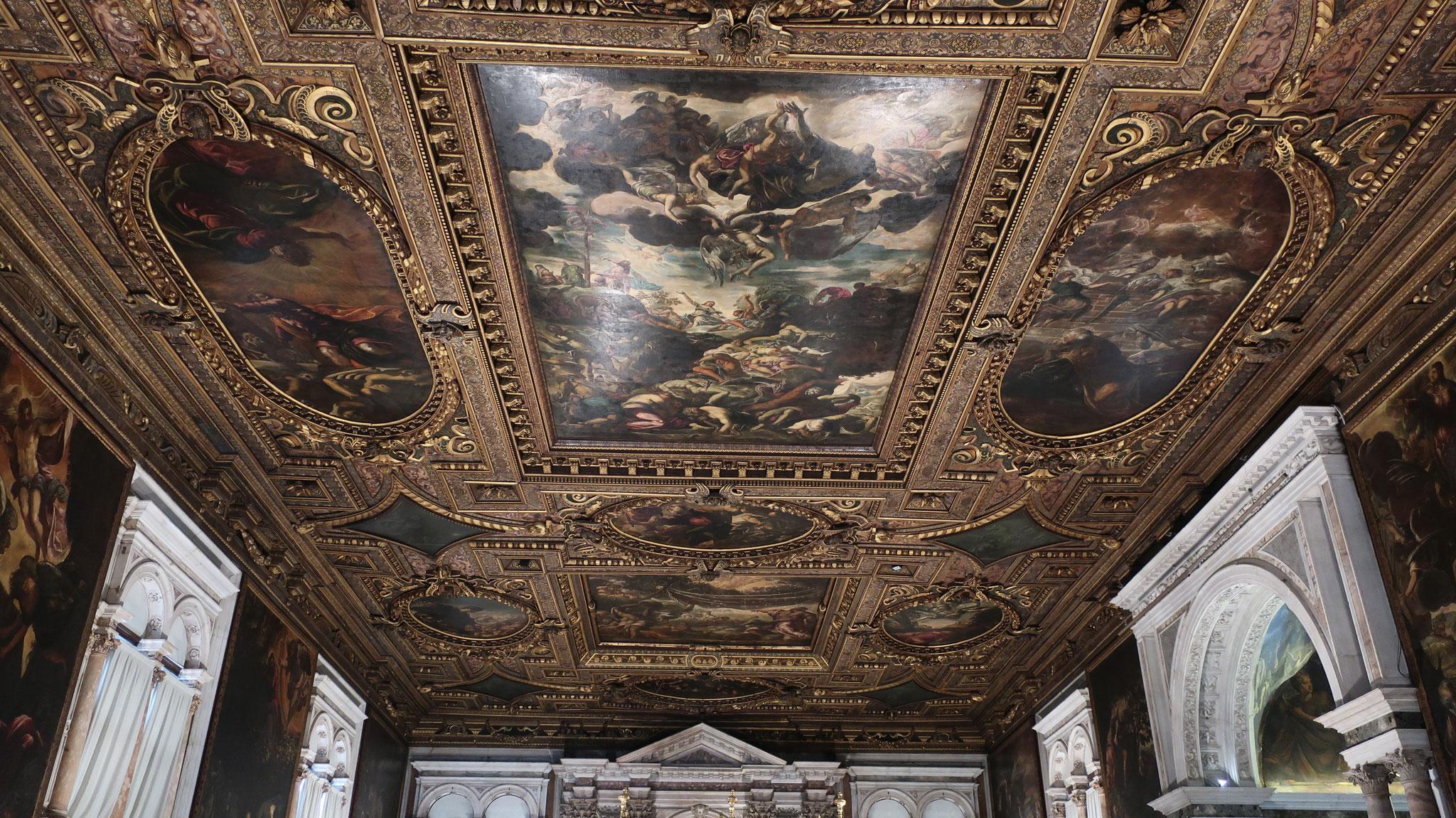 天井には、旧約聖書から題材を取ったティントレットの迫力ある作品がギッシリです。
