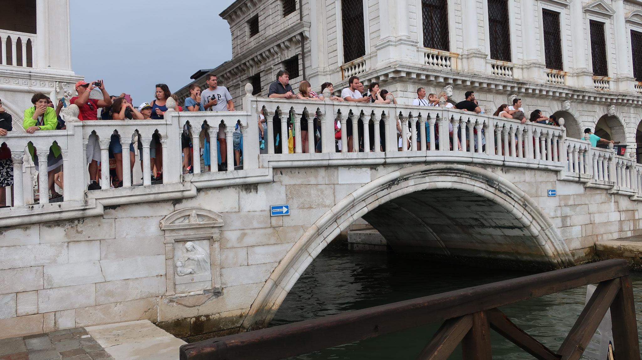 スキアヴォーニ河岸にかかるパーリア橋