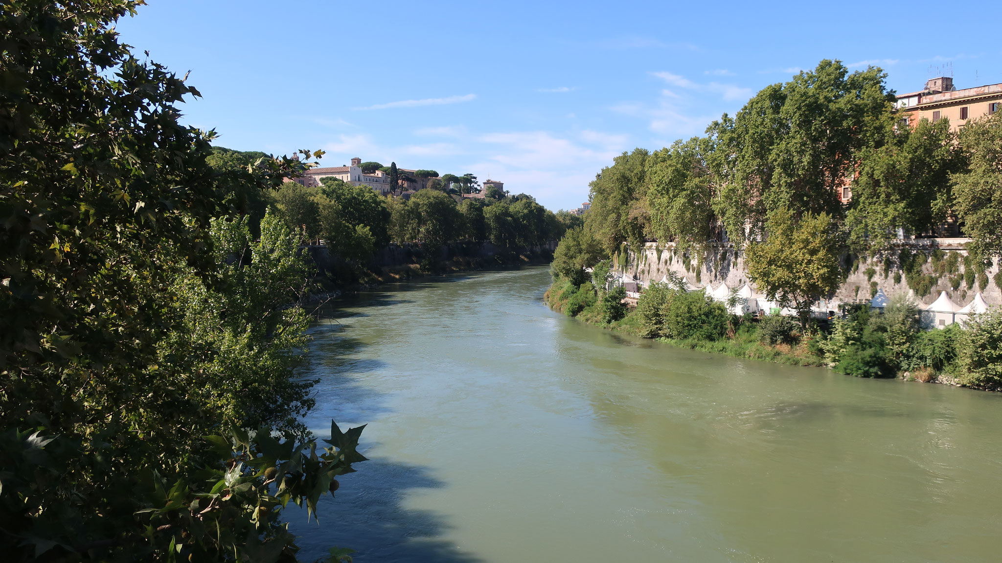 ローマ市内を流れるテヴェレ川。