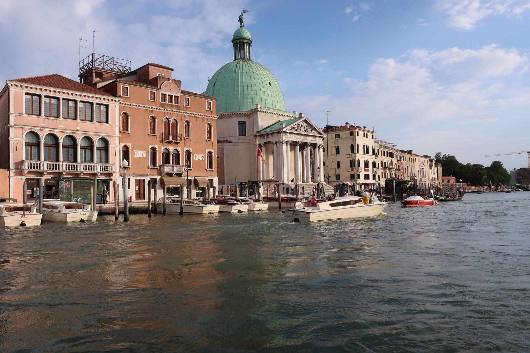 干潟に作られたヴェネツィアの街並み