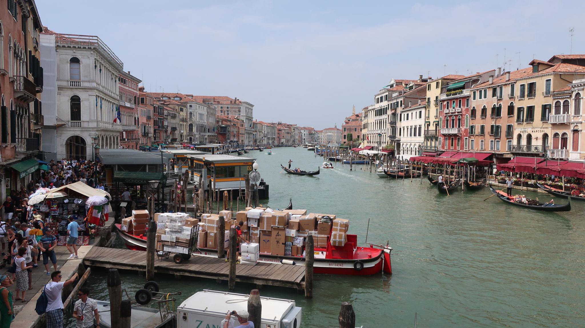 リアルト橋から大運河を望みます。