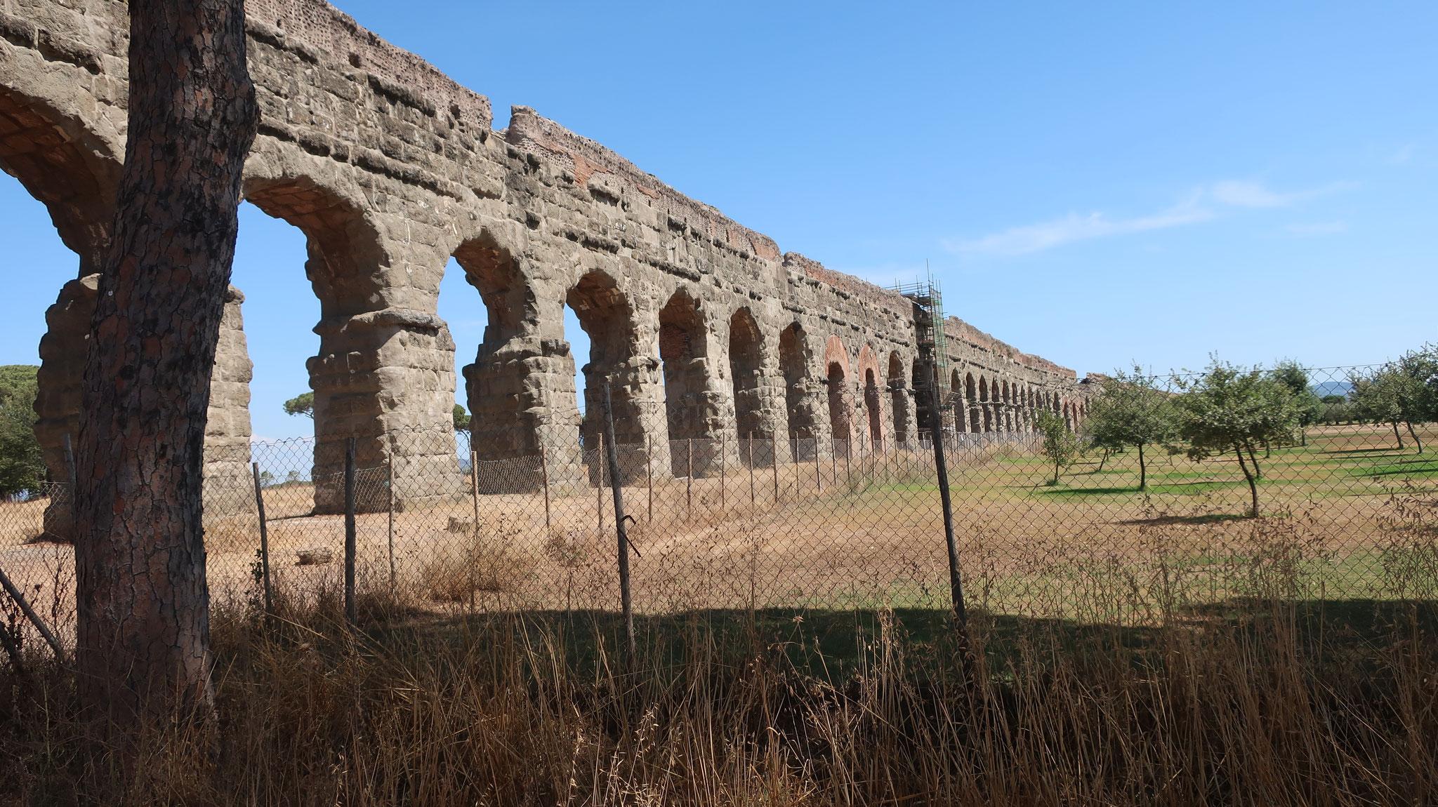 クラウディア水道。最も美しい形で残っている水道橋。今から2000年前の紀元1世紀に建造されました!