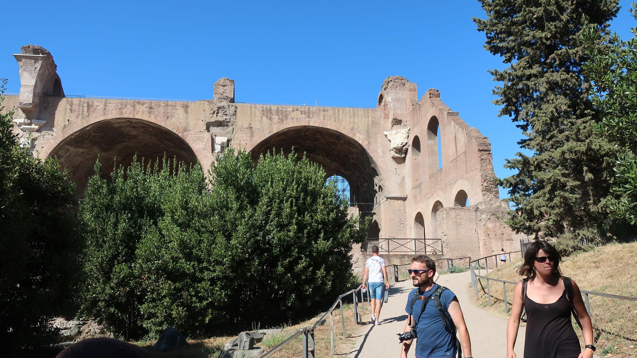 マクセンティウス帝とコンスタンティヌス大帝のバジリカ(集会堂)