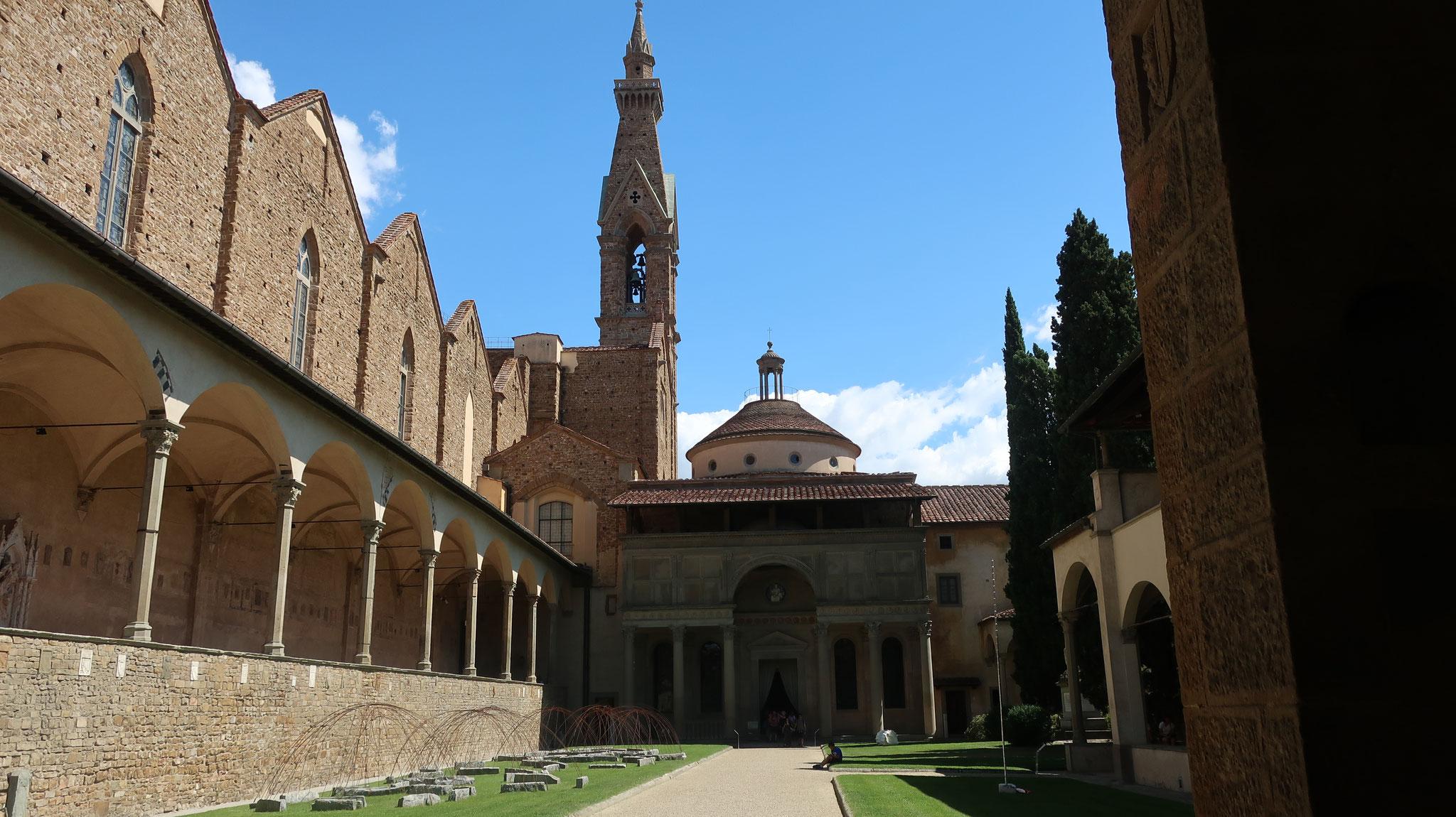 教会の中庭