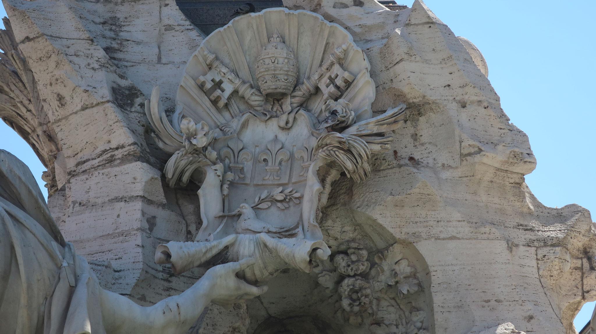 ドナウ川の像の手が法王の紋章に触れているのは、ヨーロッパが法王の支配下にある事を示します。