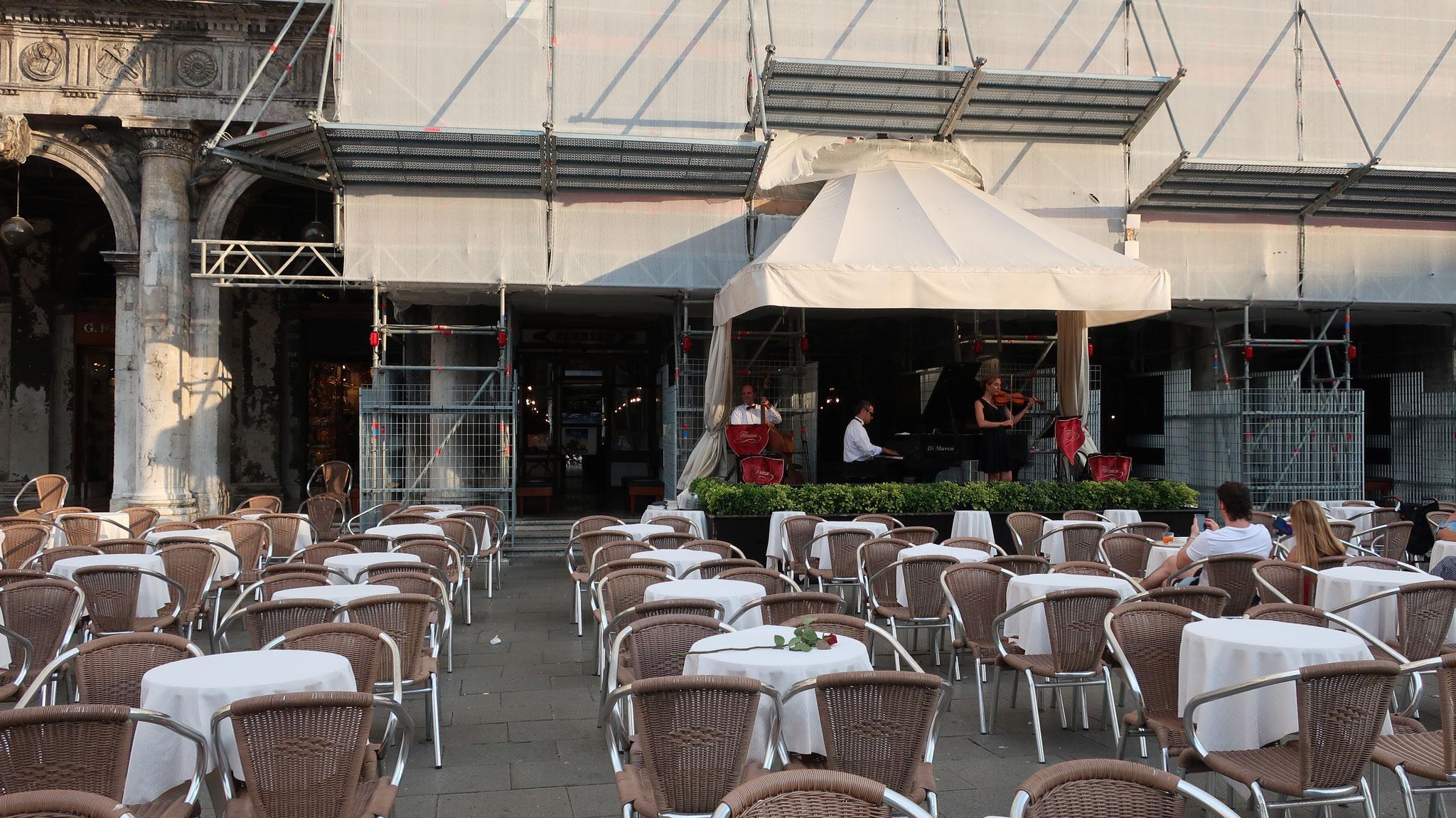 カフェ・フローリアン。1720年創業の老舗。映画にも度々登場しています。