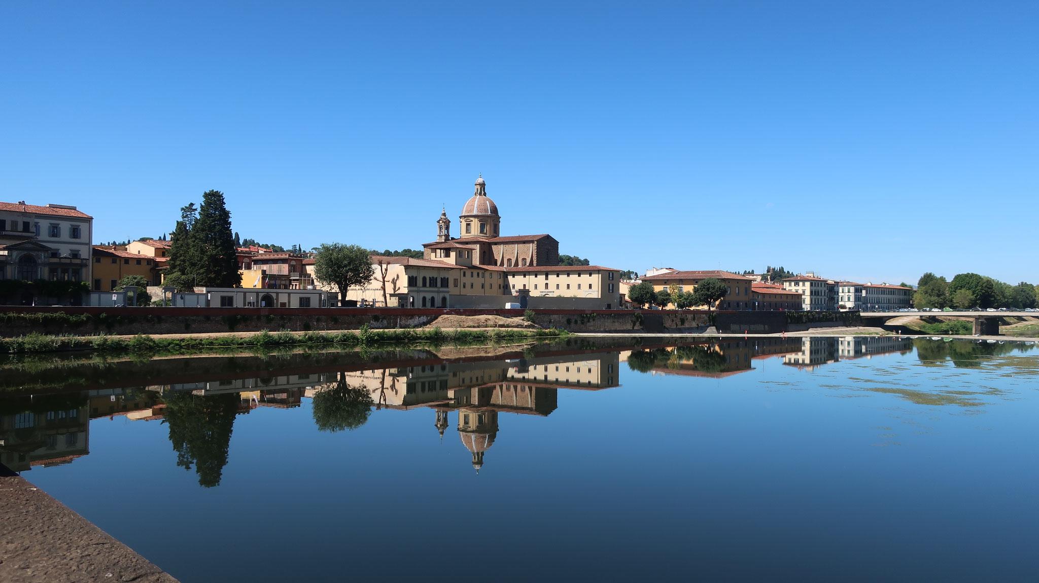 アルノ川に面するサン・フレディアノ教会