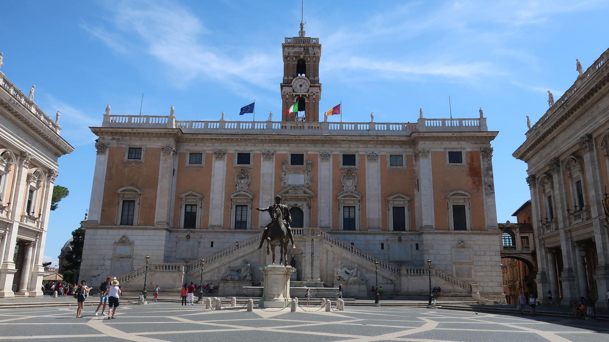 カンピドーリオ広場の後方にローマ市庁舎