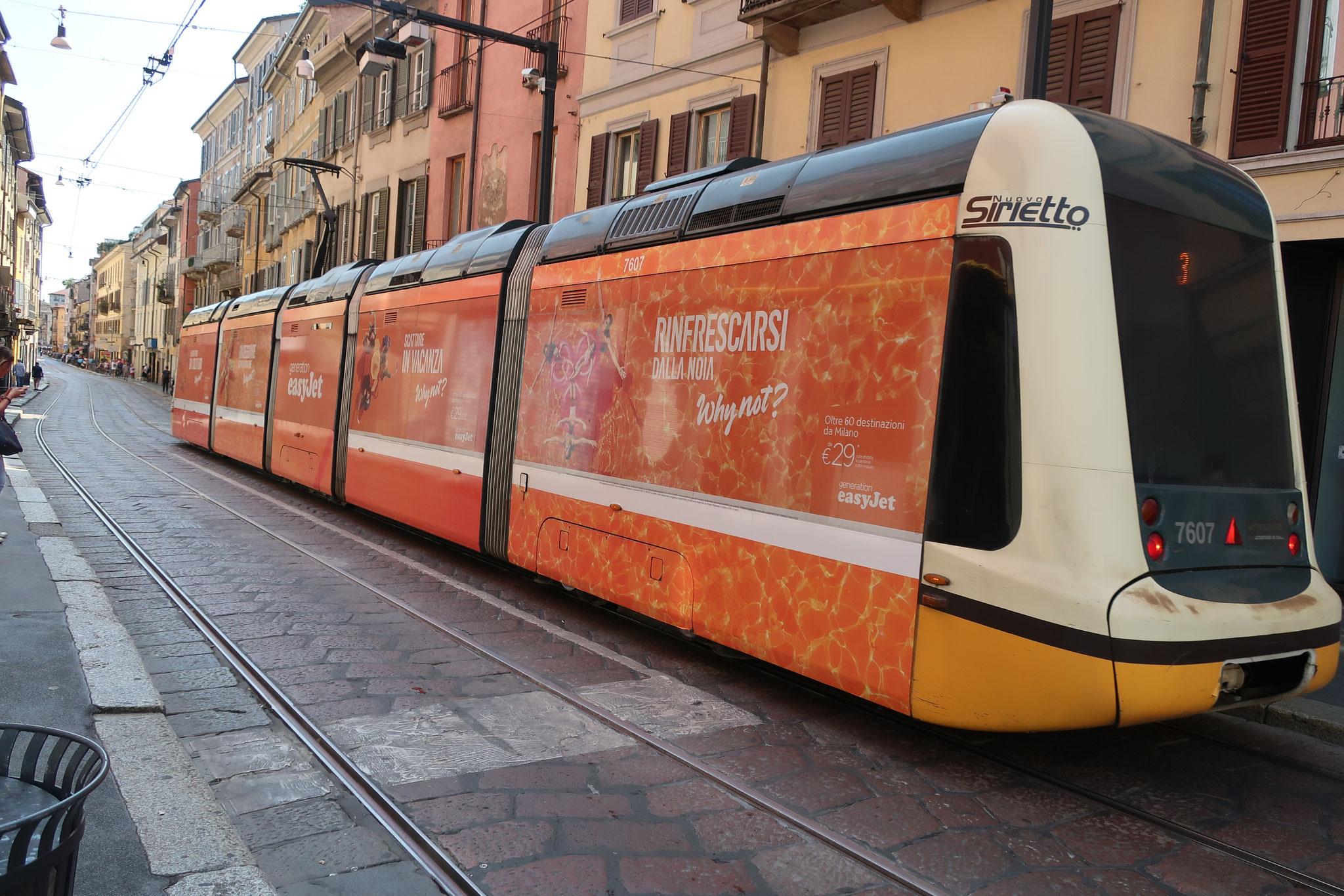 ミラノ市街を走る路面電車