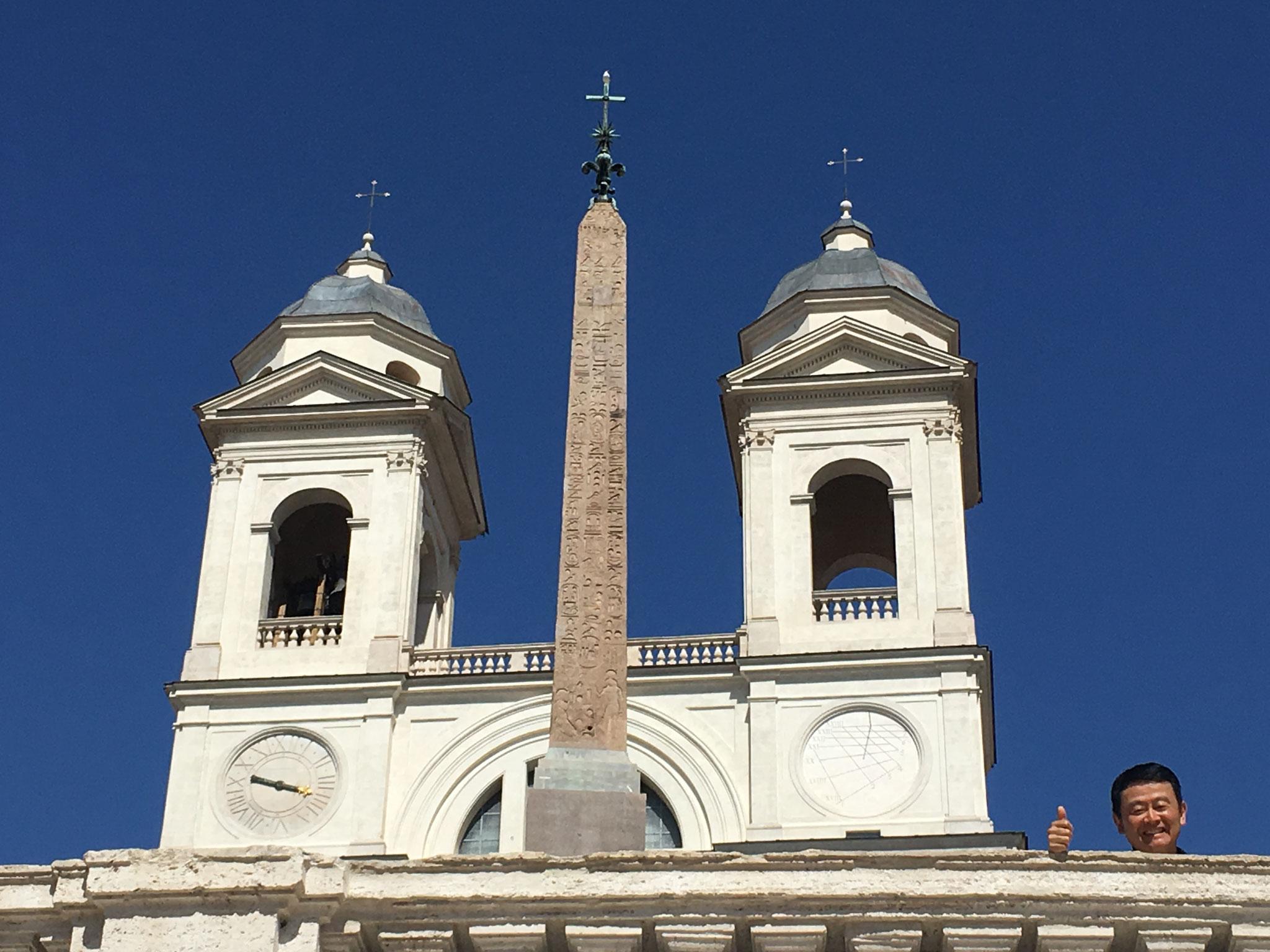 オベリスクは18世紀、法王ピウス6世が、巡礼者の道しるべとして建てました。