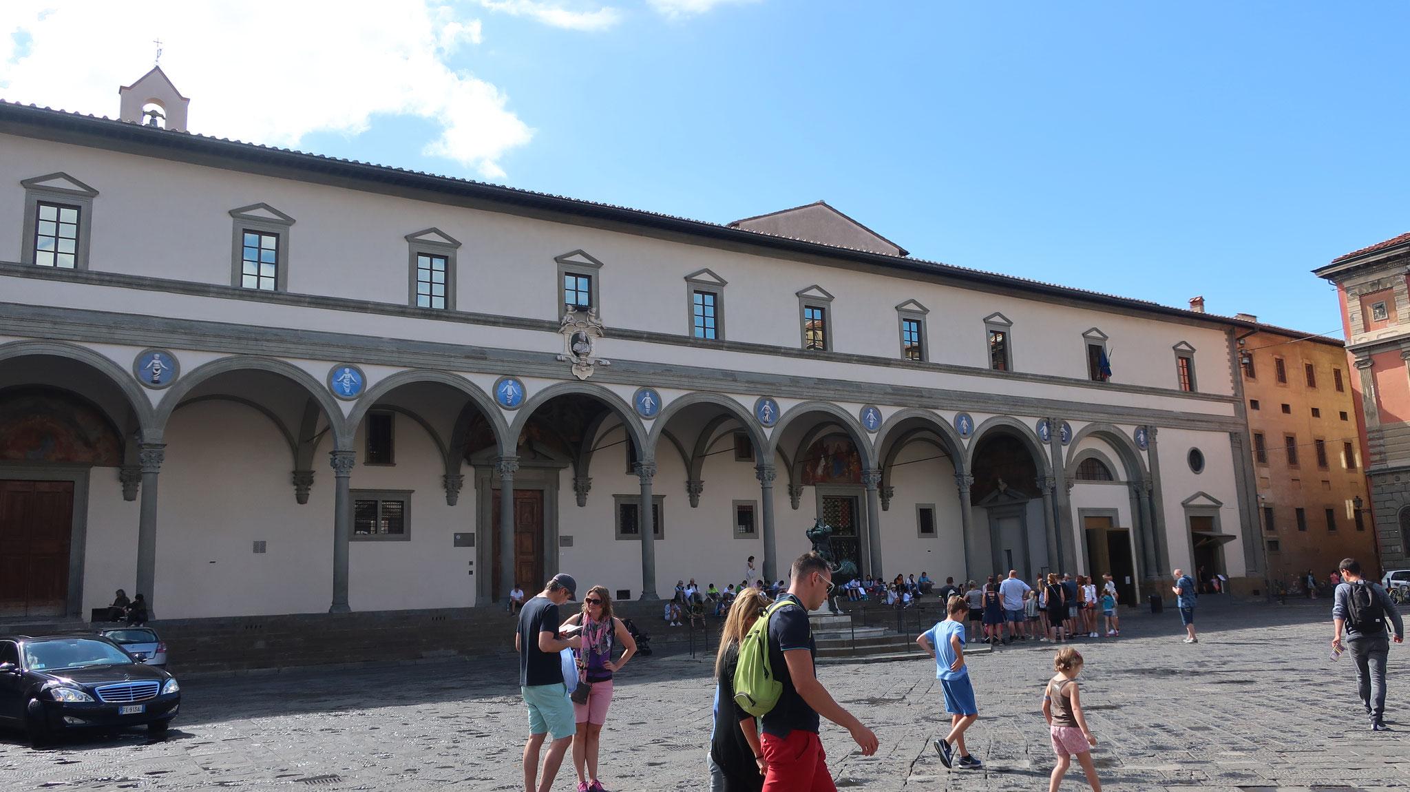 小児病院。ヨーロッパ最古の孤児院、15世紀。 ブルネッレスキが設計した、フィレンツェで最も初期のルネッサンス逮築。