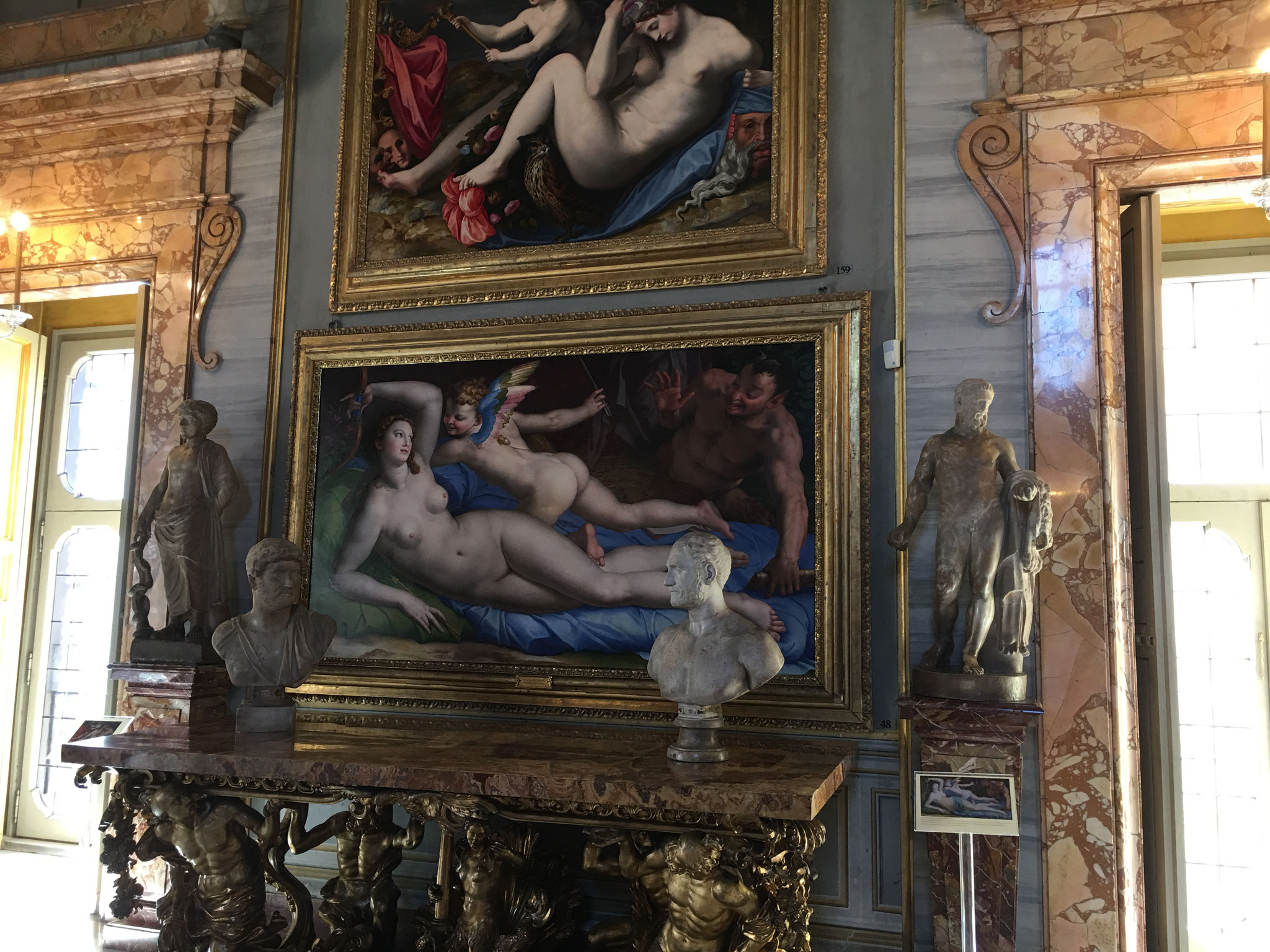 「ヴィーナス、キューピッド、サテュロス」。16世紀、アニョーロ・ブロンズィーノ 作