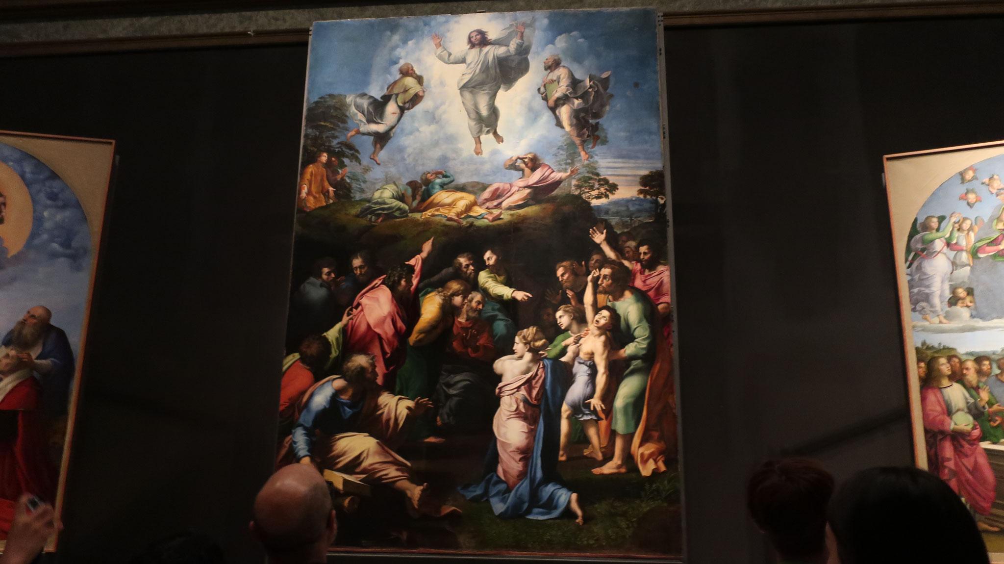 キリストの変容。ラファエロ最後の作品。高貴と栄光の光に包まれて昇天するキリストと、地上に残された人々の驚きと混迷を対比させています。
