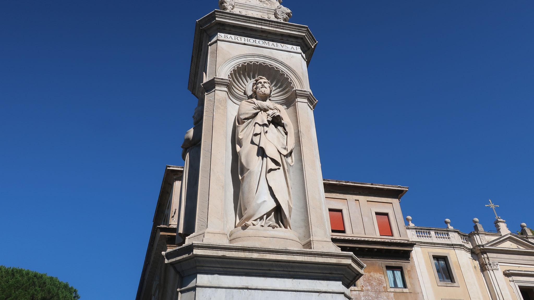 聖バルトロメオ。キリストの十二使徒の一人。身体の皮を剝がされてから首を落とされ殉教しました。