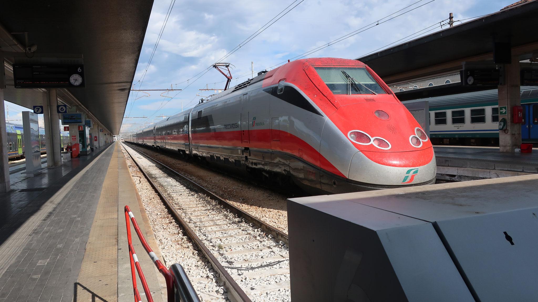 イタリアの鉄道トレニタリアの特急「フレッチャ・ビアンカ(白い矢)」