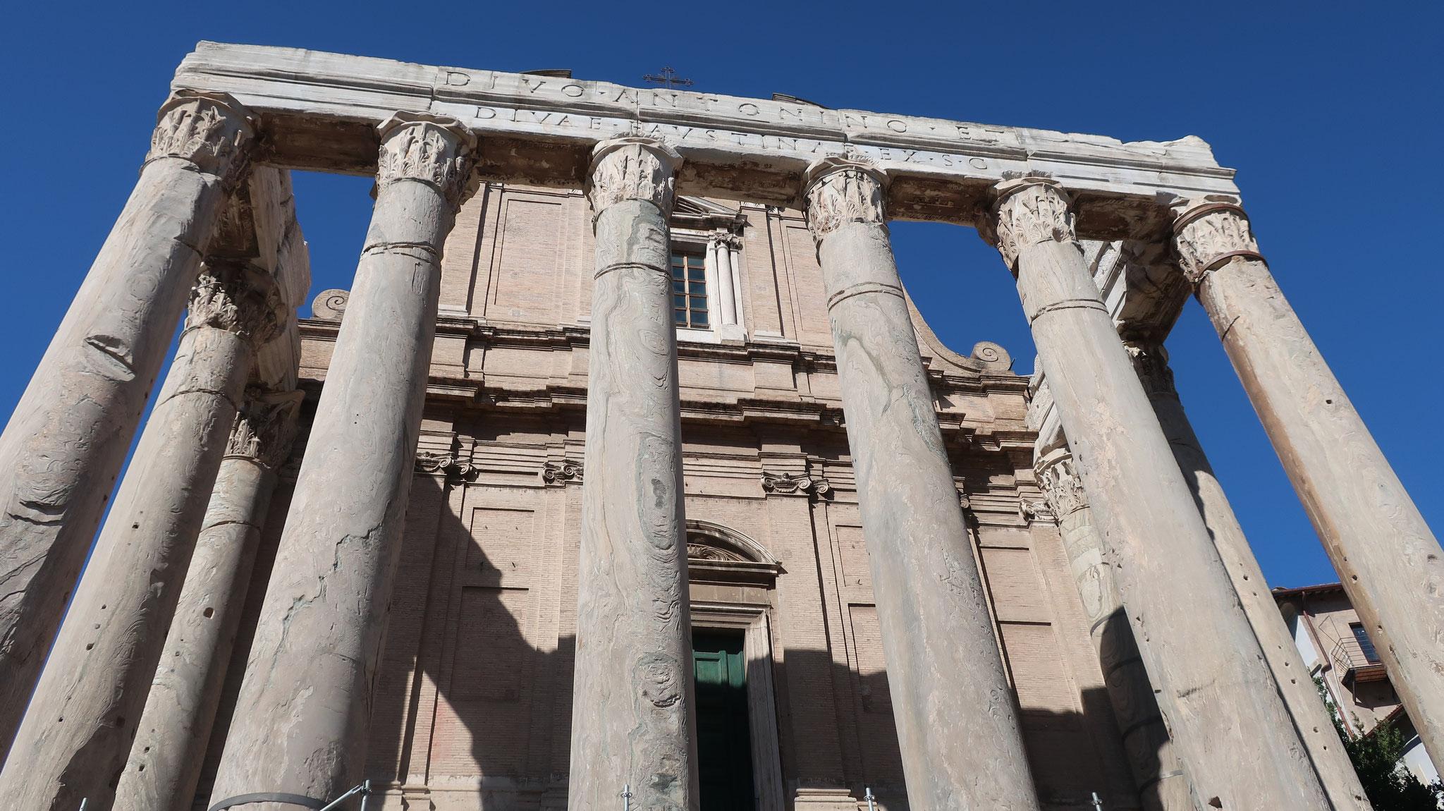 アントニヌスとファウスティーナの神殿。2世紀、建造。