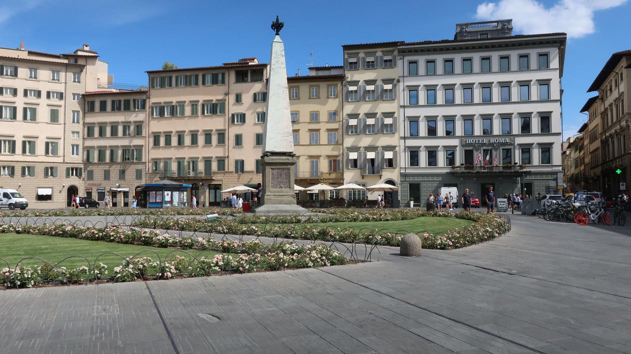 サンタ・マリア・ノヴェッラ広場。コジモ1世が馬車レースのために造りました。