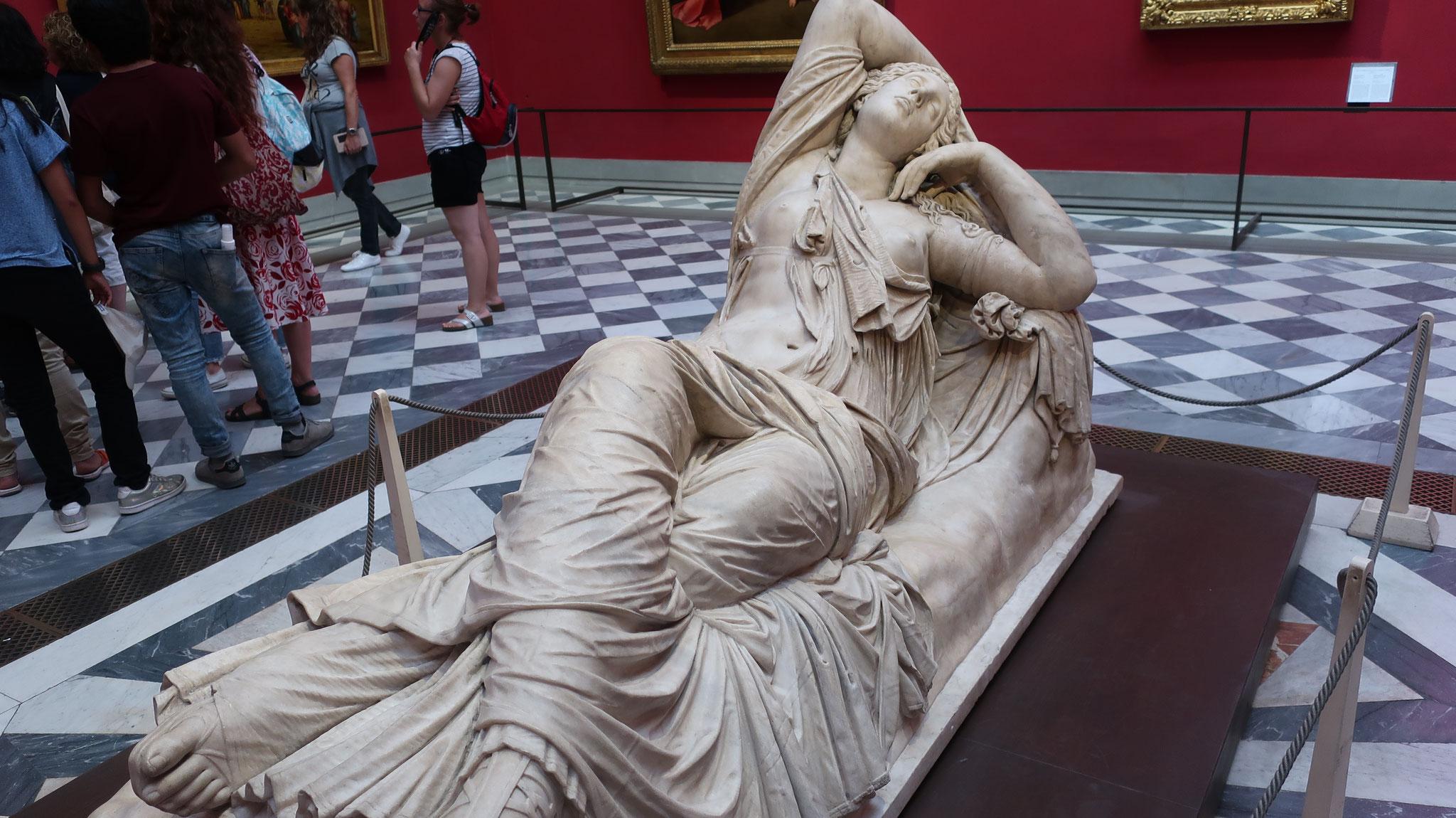 「眠れるアリアドネ」。紀元前3世紀(ヘレニズム時代)の作品を、2世紀(ローマ帝国時代)にコピーしたもの。