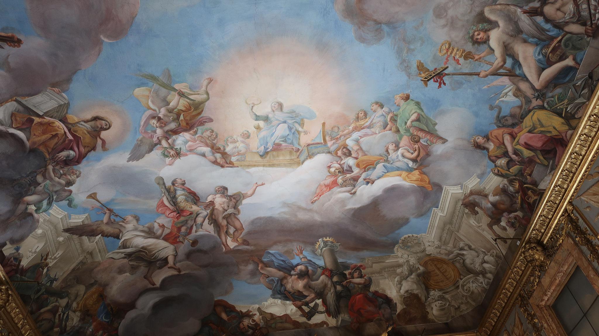 天井のフレスコ画「天上で聖母マリアに紹介されたマルカントニオ・コロンナ2世」。18世紀、ジュゼッペ・バルトロメオ・キアリ作。